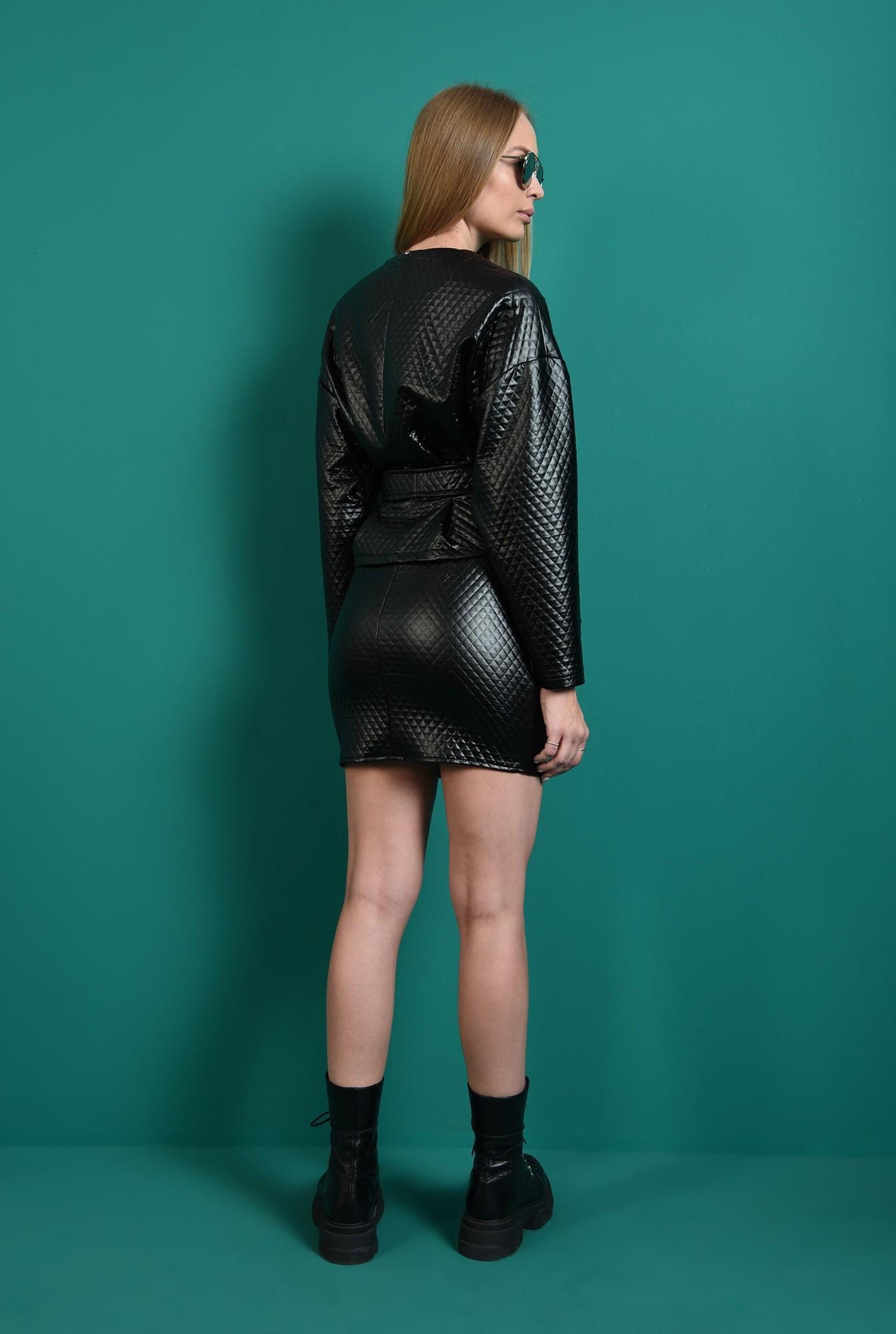 2 - compleu negru, cu fusta scurta, cu jacheta cu capse