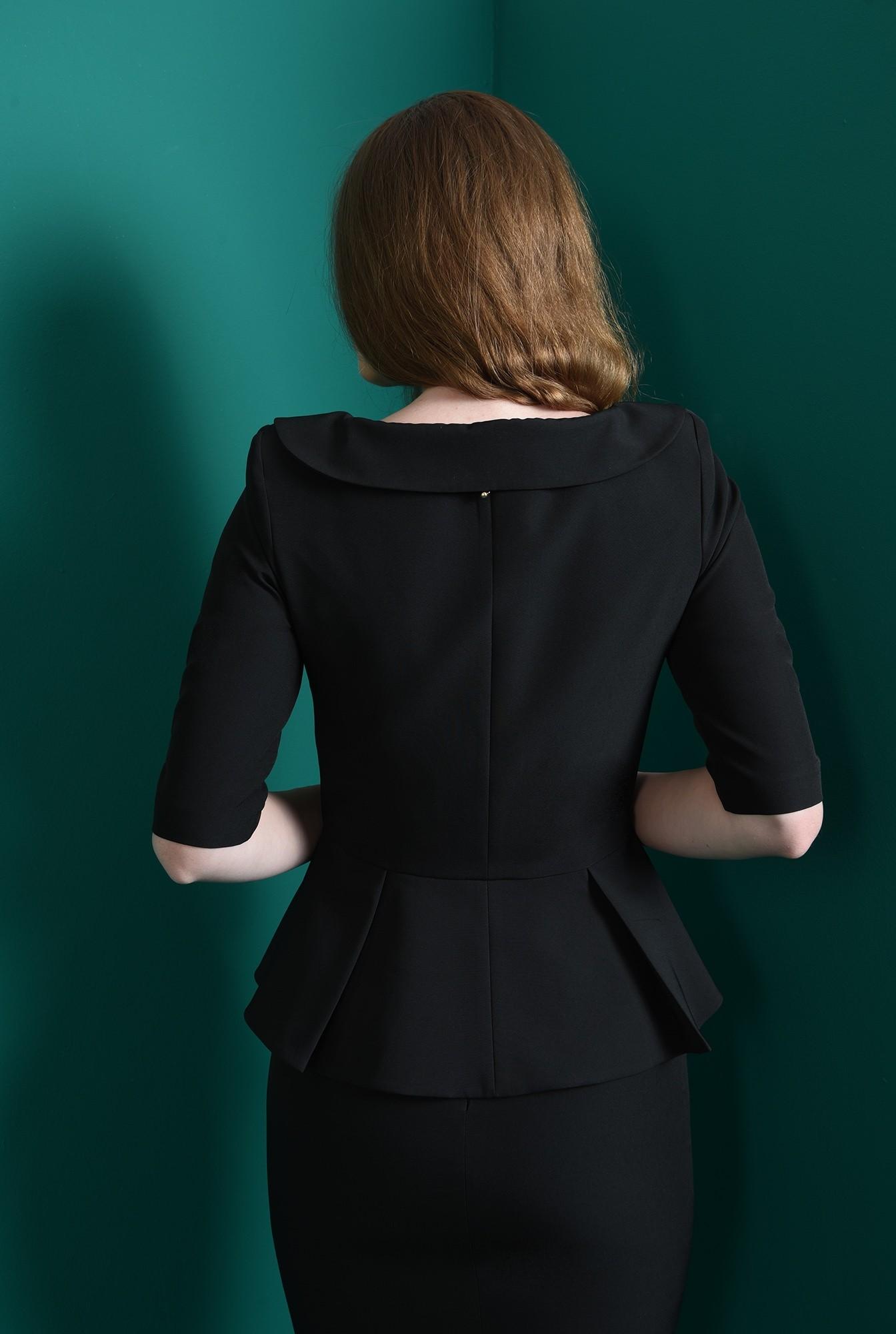 2 - compleu negru, cu sacou cu nasture perla