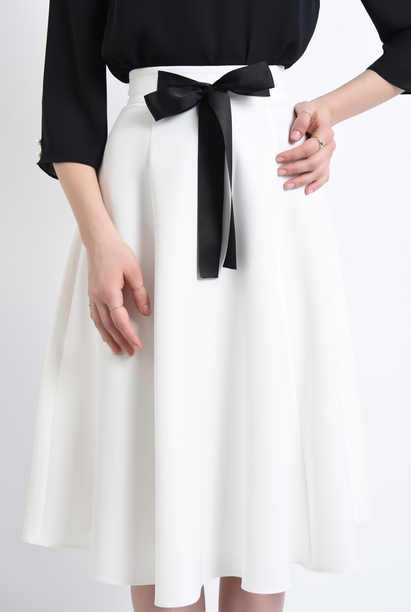 2 - Fusta eleganta, funda, contrast alb-negru
