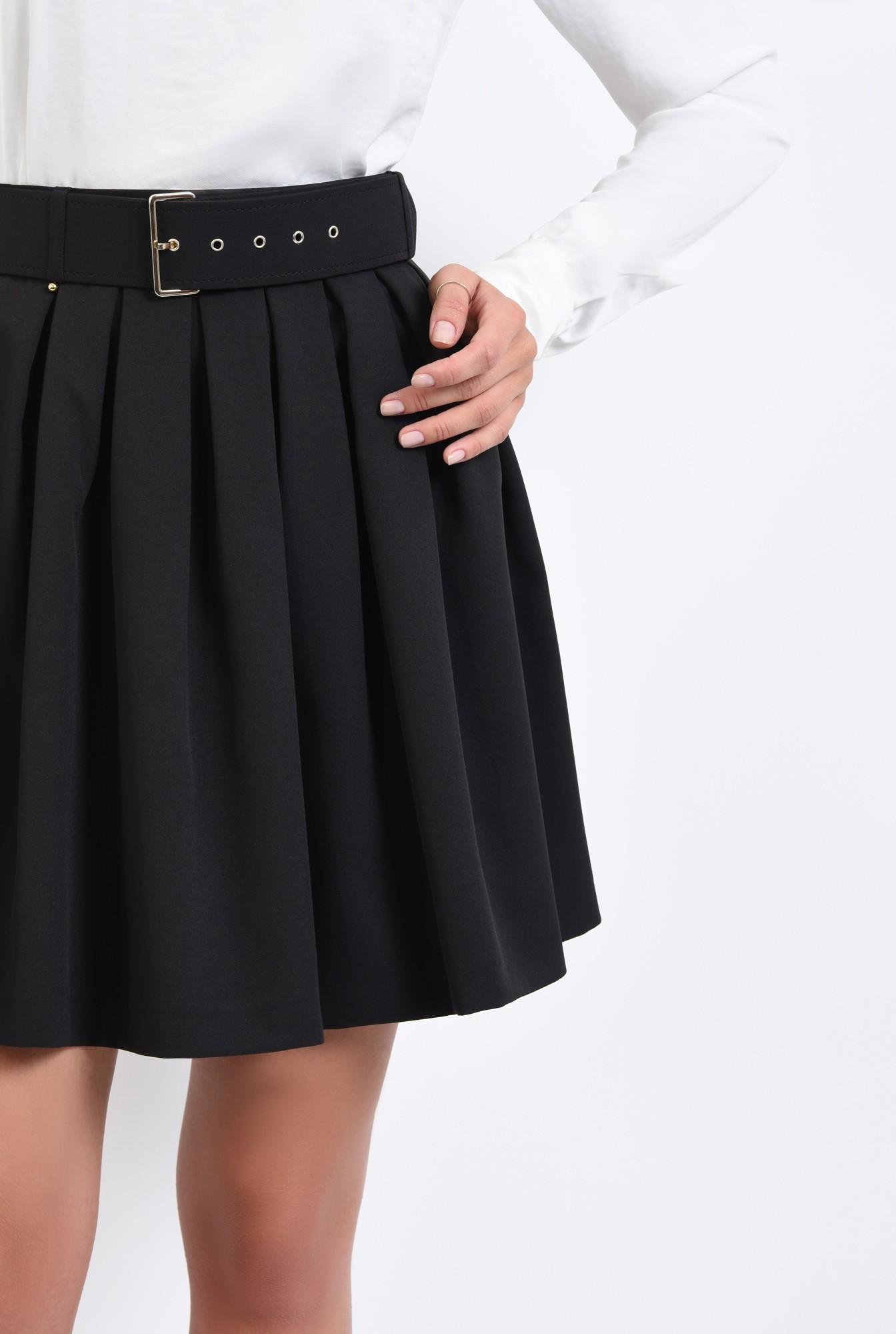 2 - fusta neagra, plisata, centura, curea cu capse aurii, fuste online