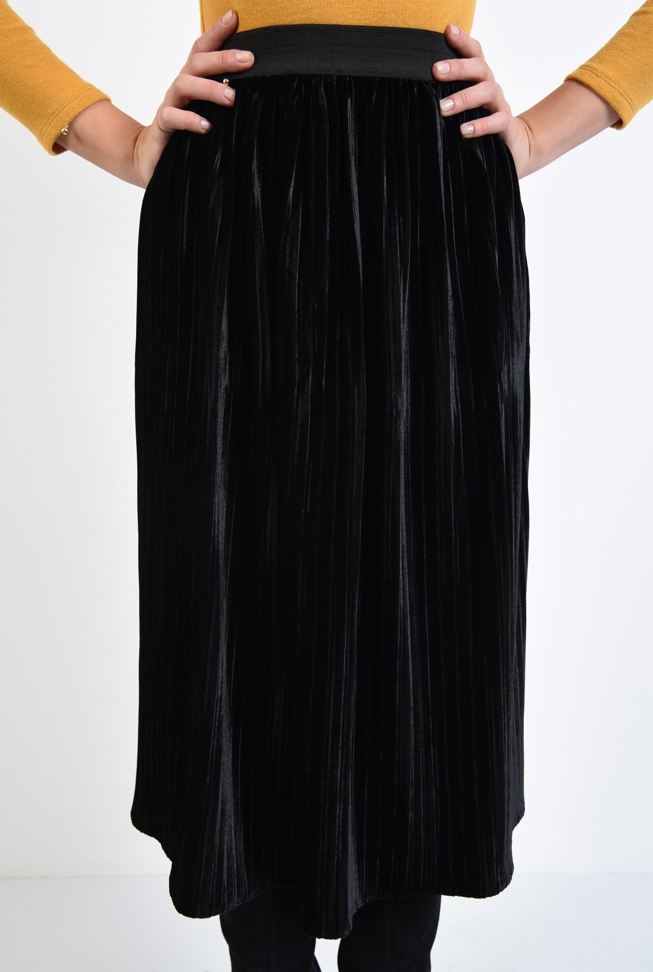 2 - 360 - fusta de ocazie, catifea neagra, croi evazat, cu pliseuri