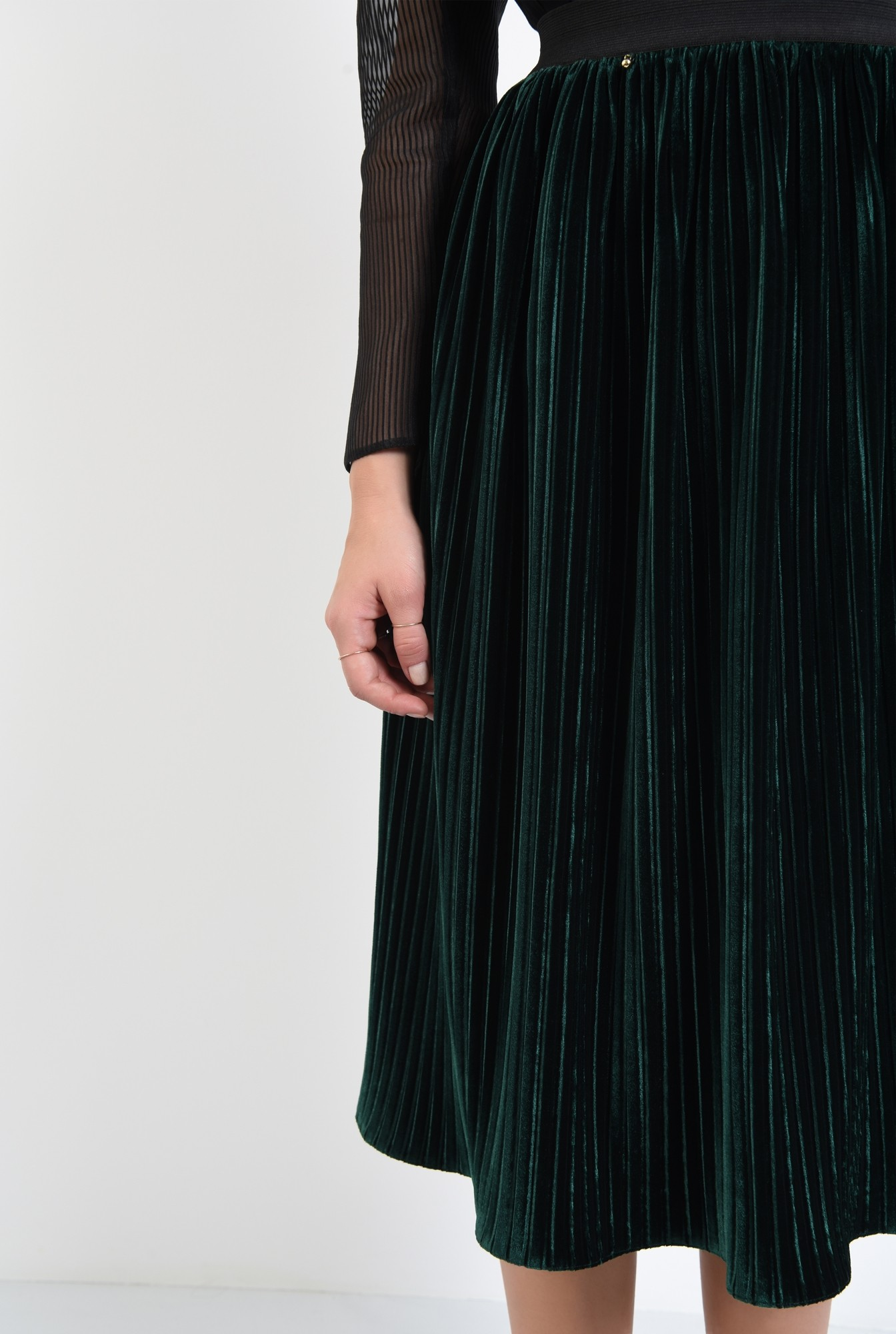2 - fusta verde, eleganta, din catifea, midi, clos