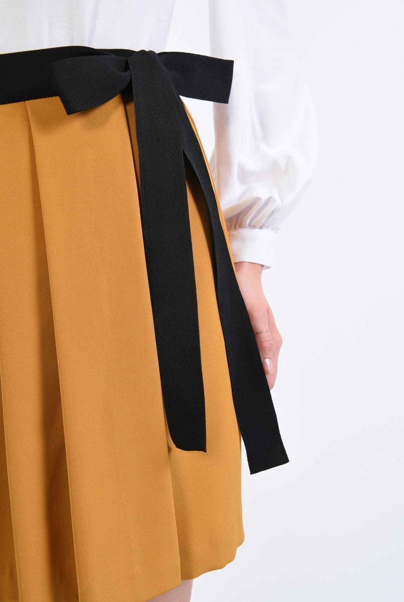 2 - fusta scurta, casual, mustar, cu pliseuri, parte peste parte