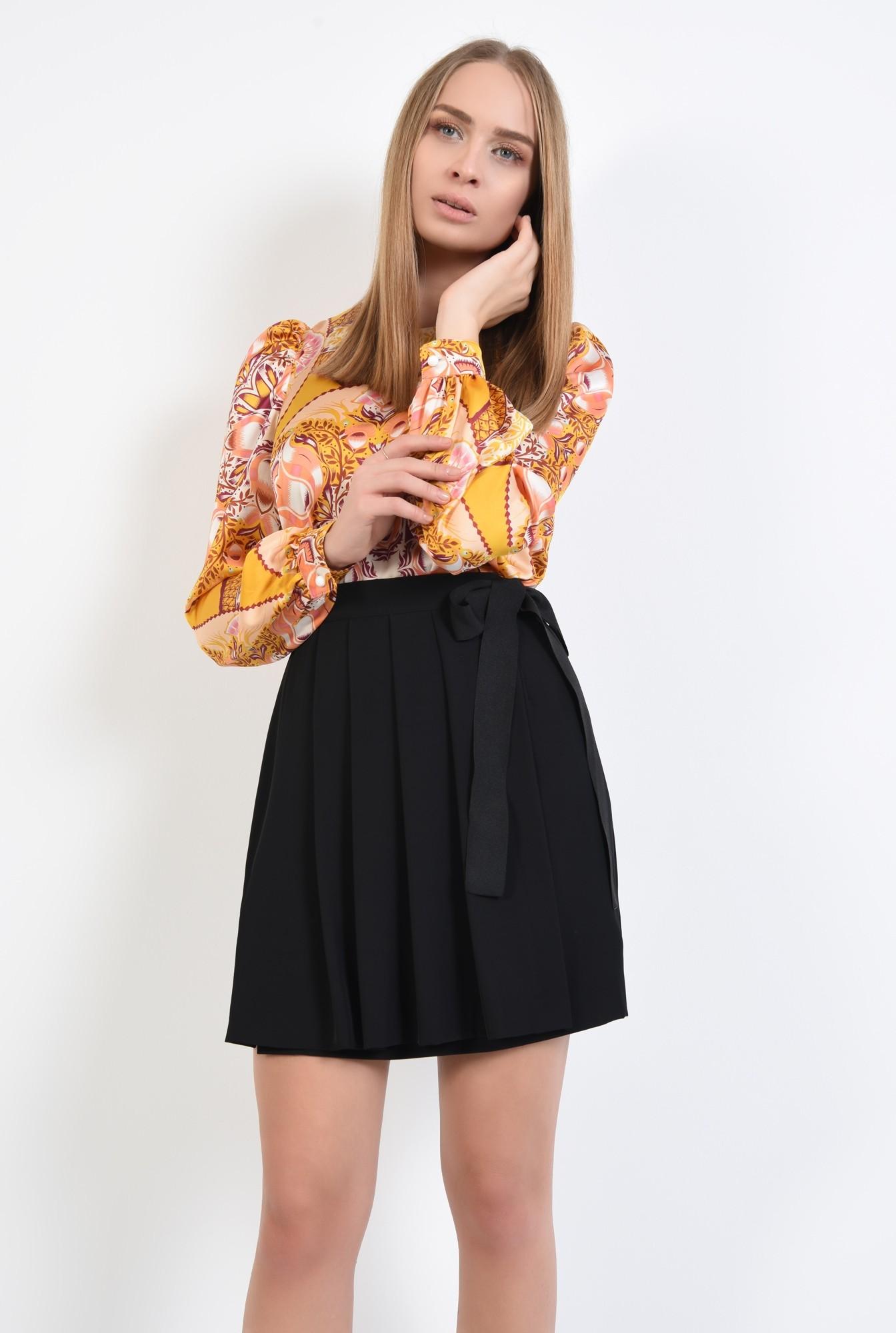 2 - fusta casual, neagra, cu funda laterala, pliseuri late