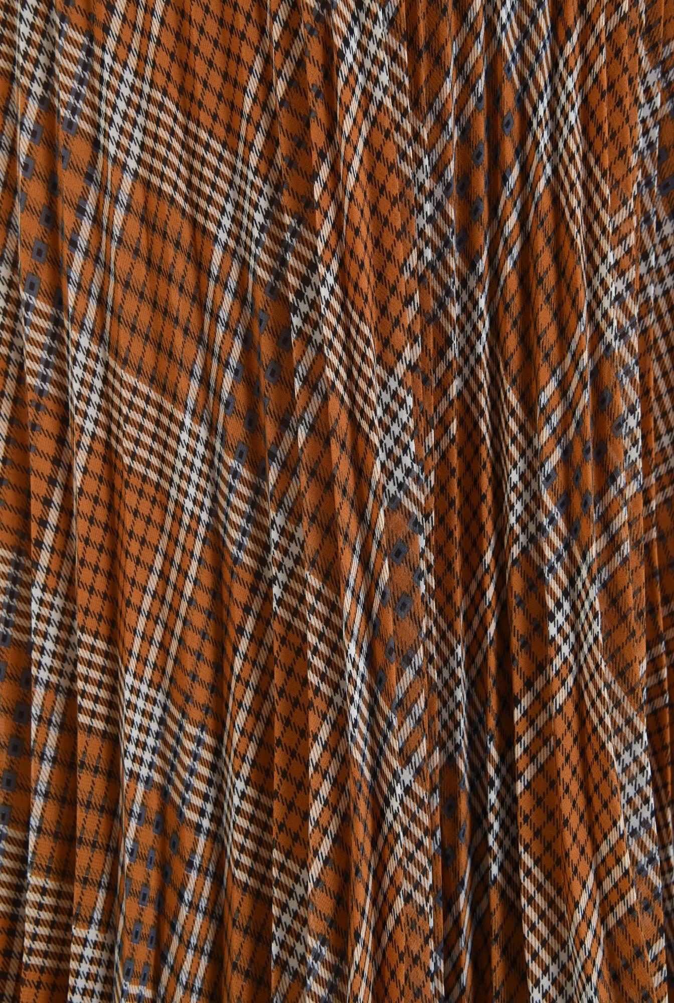 2 - fusta casual, lungime midi, croi evazat, pliseuri inguste, betelie elastica neagra