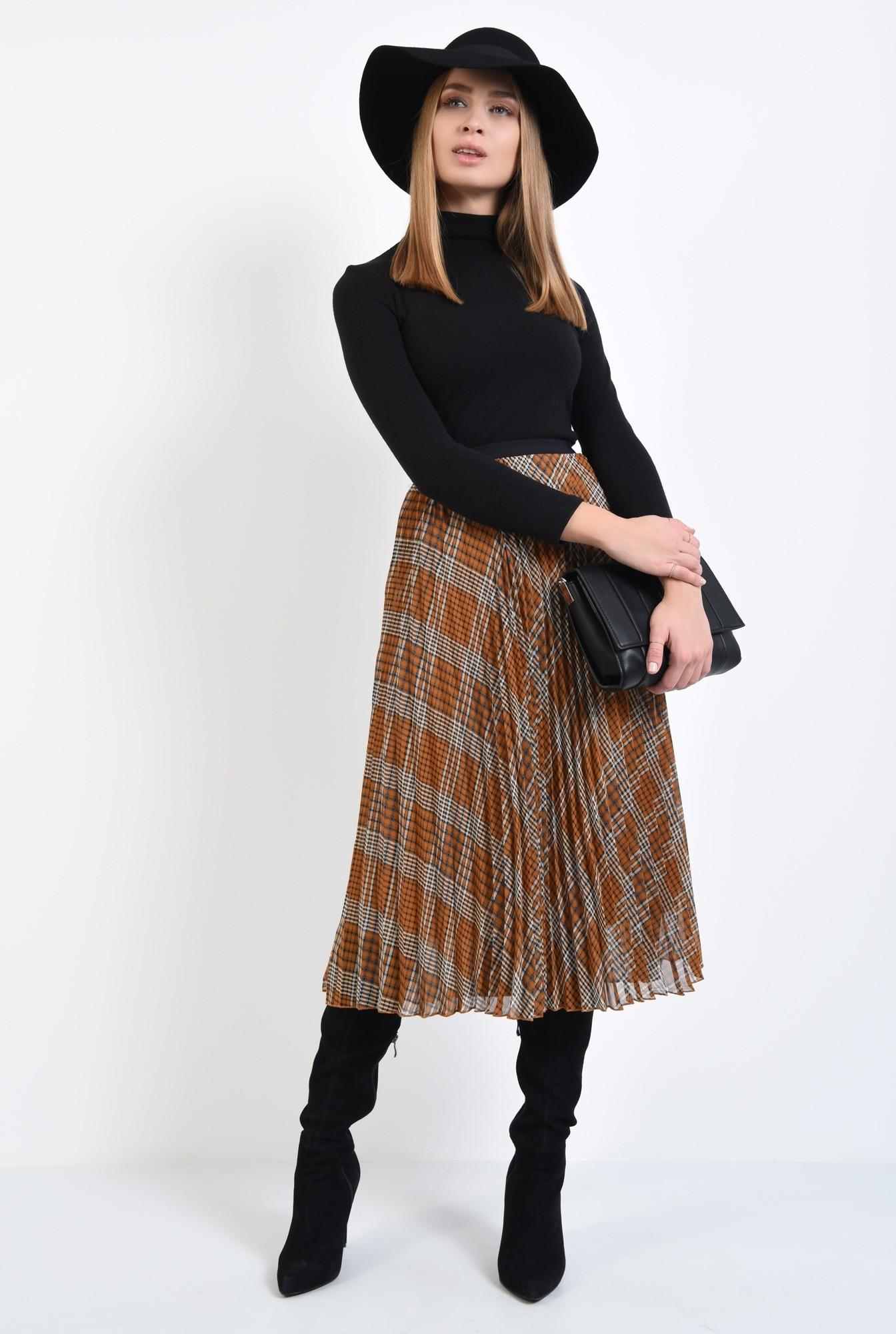 3 - fusta casual, lungime midi, croi evazat, pliseuri inguste, betelie elastica neagra