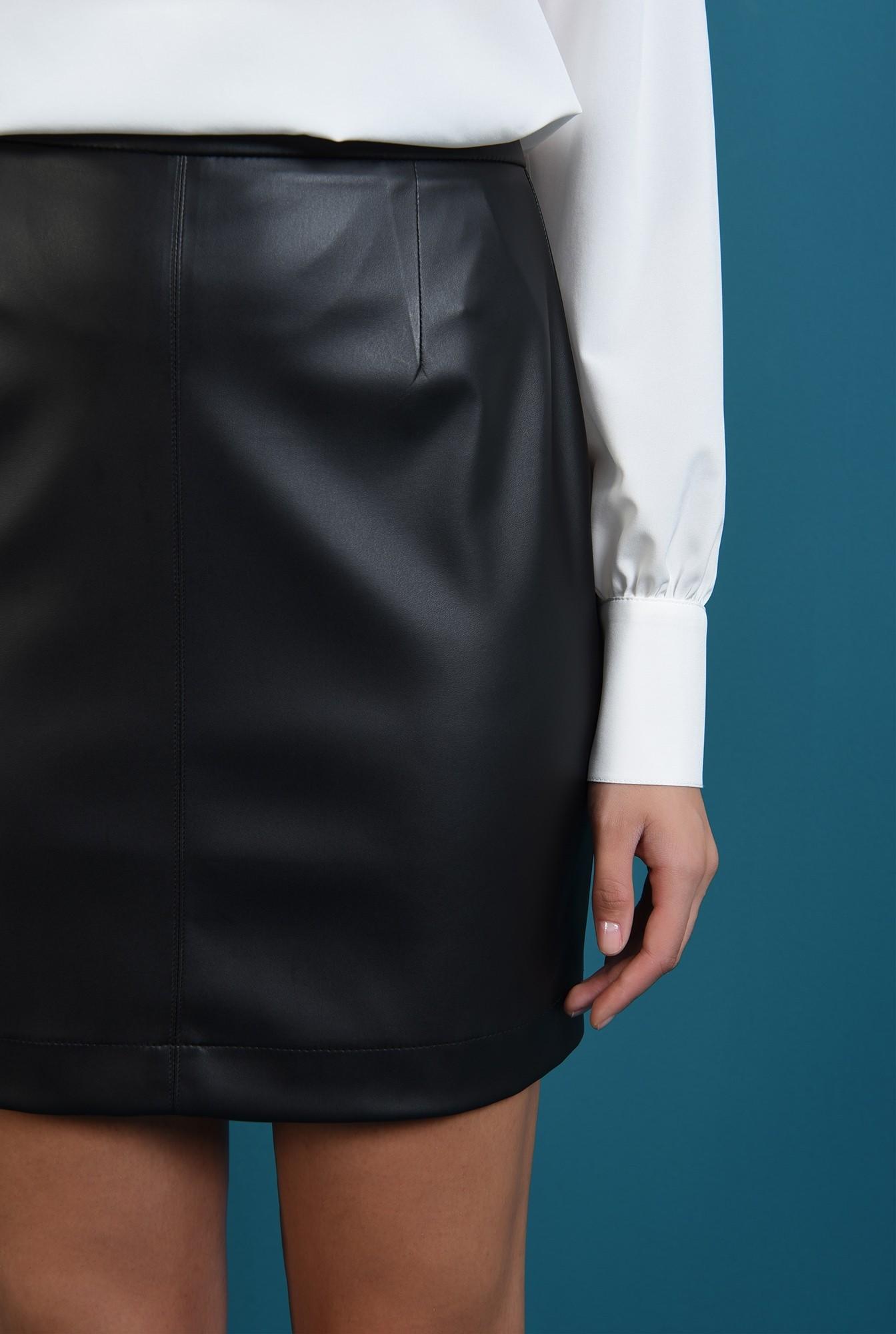 2 - fusta mini, neagra, dreapta, Poema
