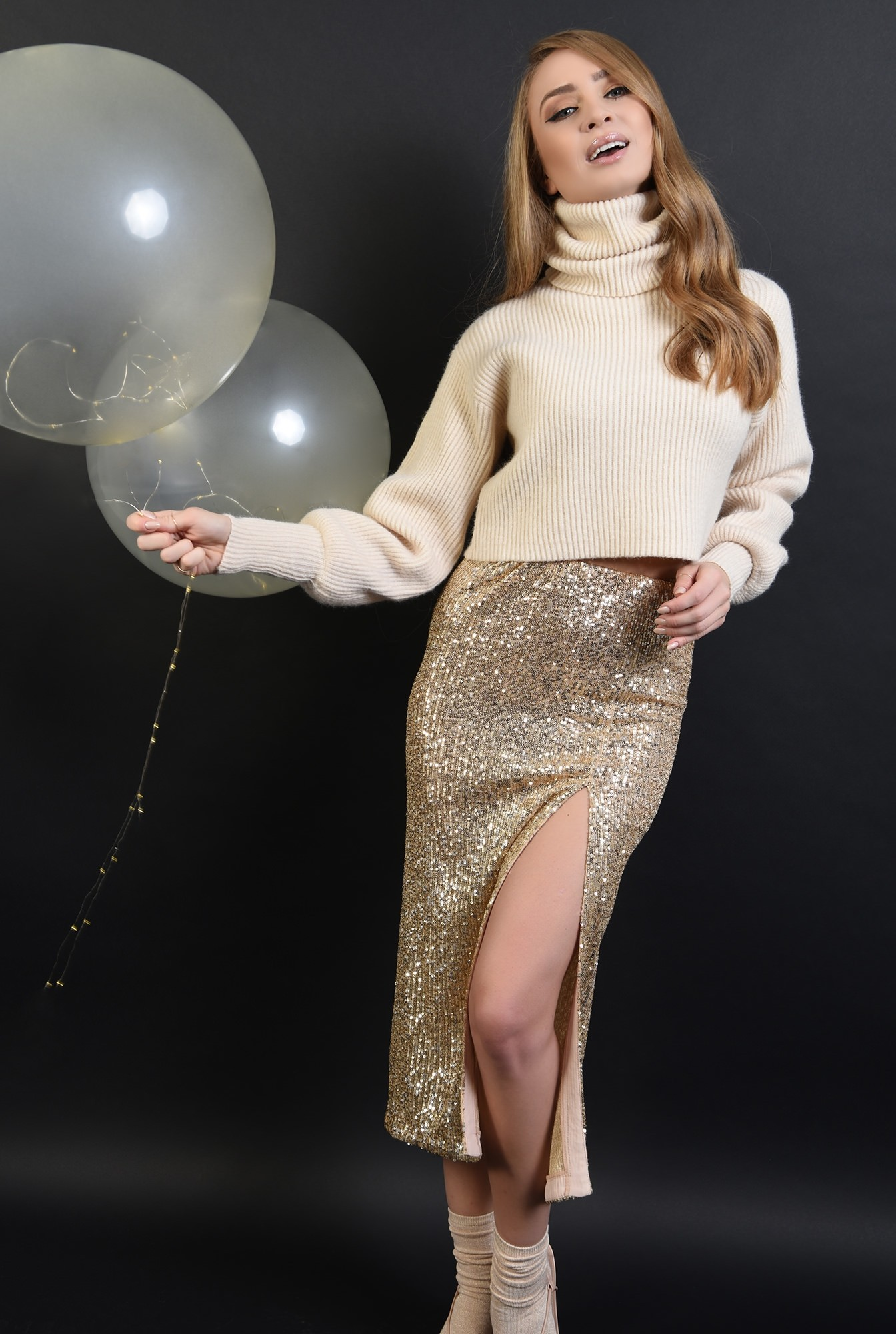 3 - 360 - fusta eleganta, cu paiete aurii, Poema