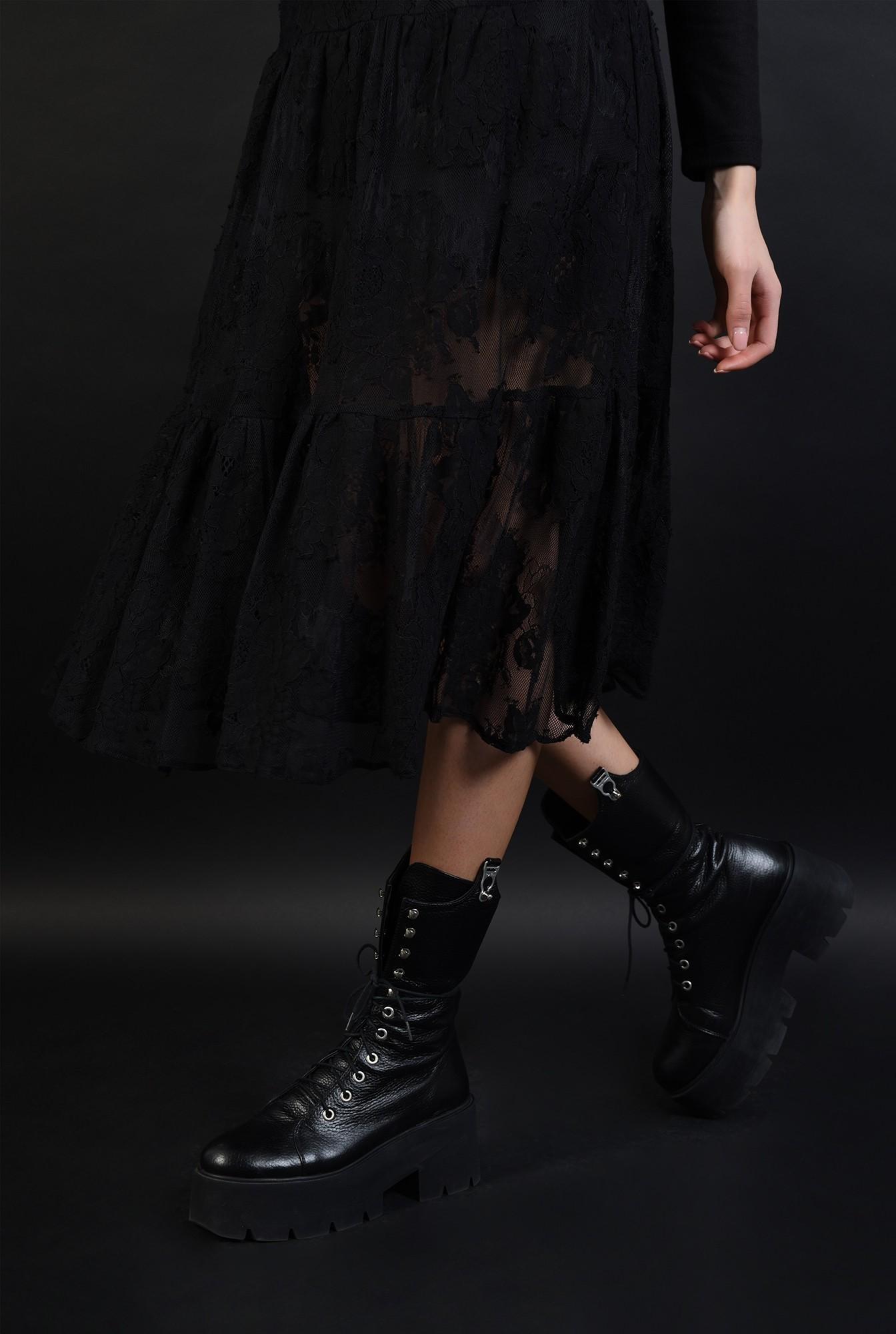 3 - fusta midi, evazata,neagra, din dantela, cu talie inalta