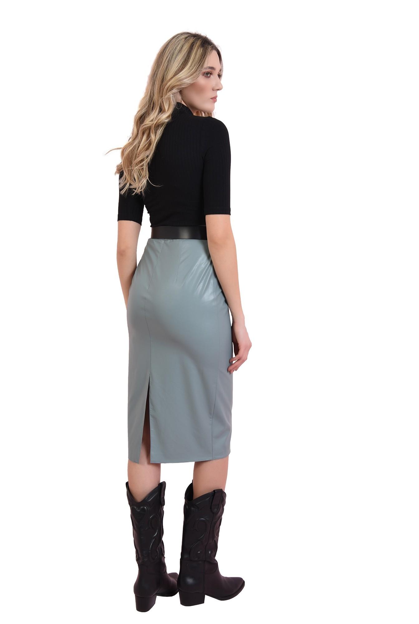 3 - fusta casual, cu lungime medie