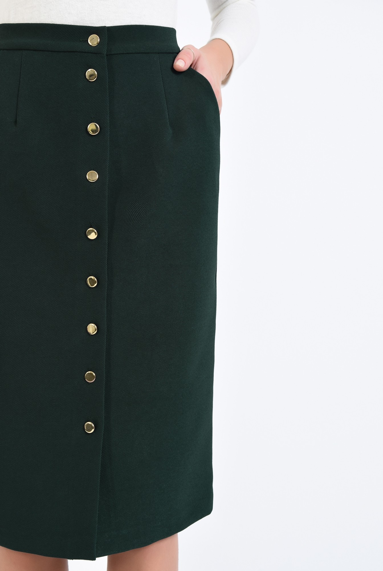2 - fusta de zi, nasturi aurii, buzunare, talie inalta