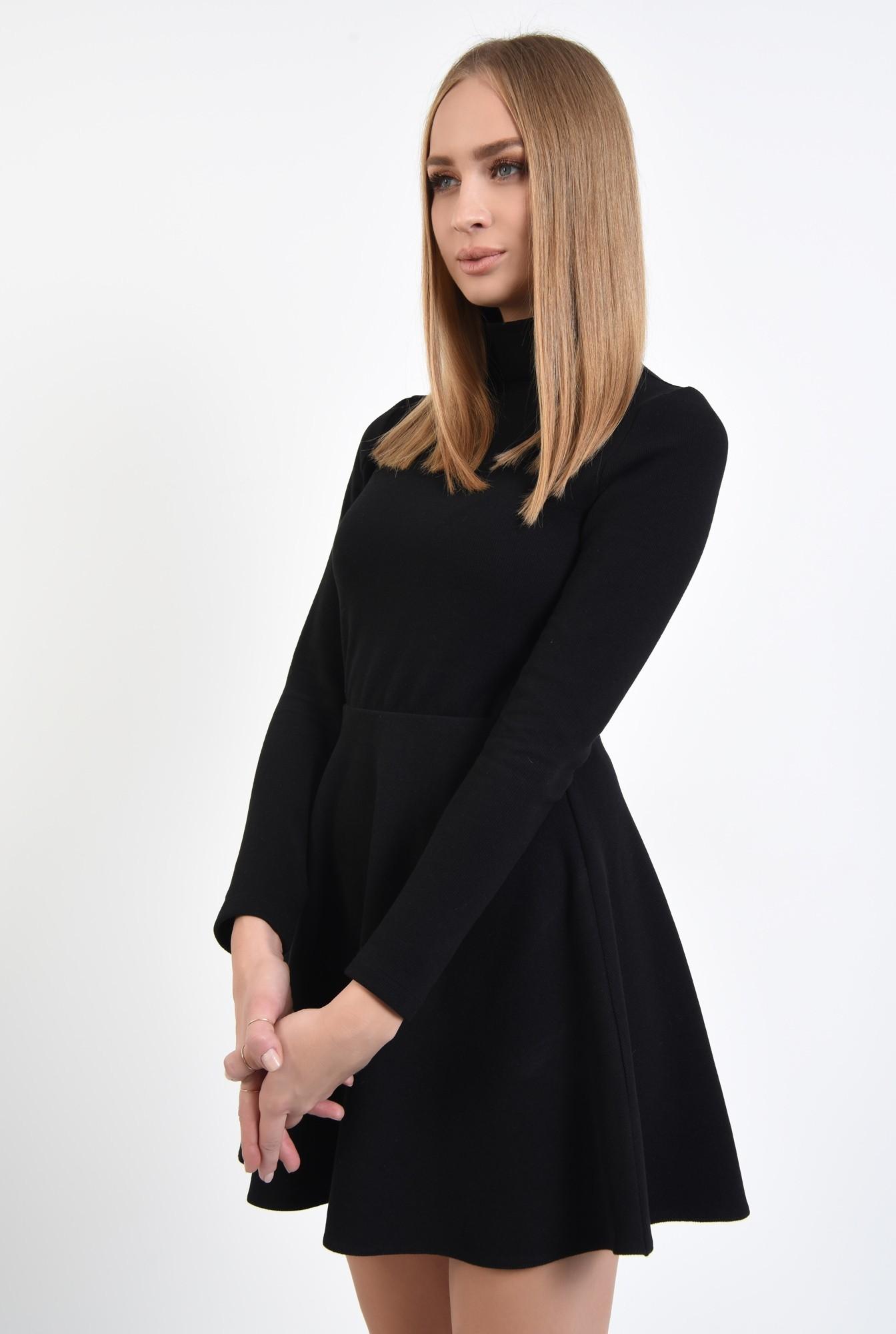 2 - fusta scurta, neagra, tricotata, croi evazat