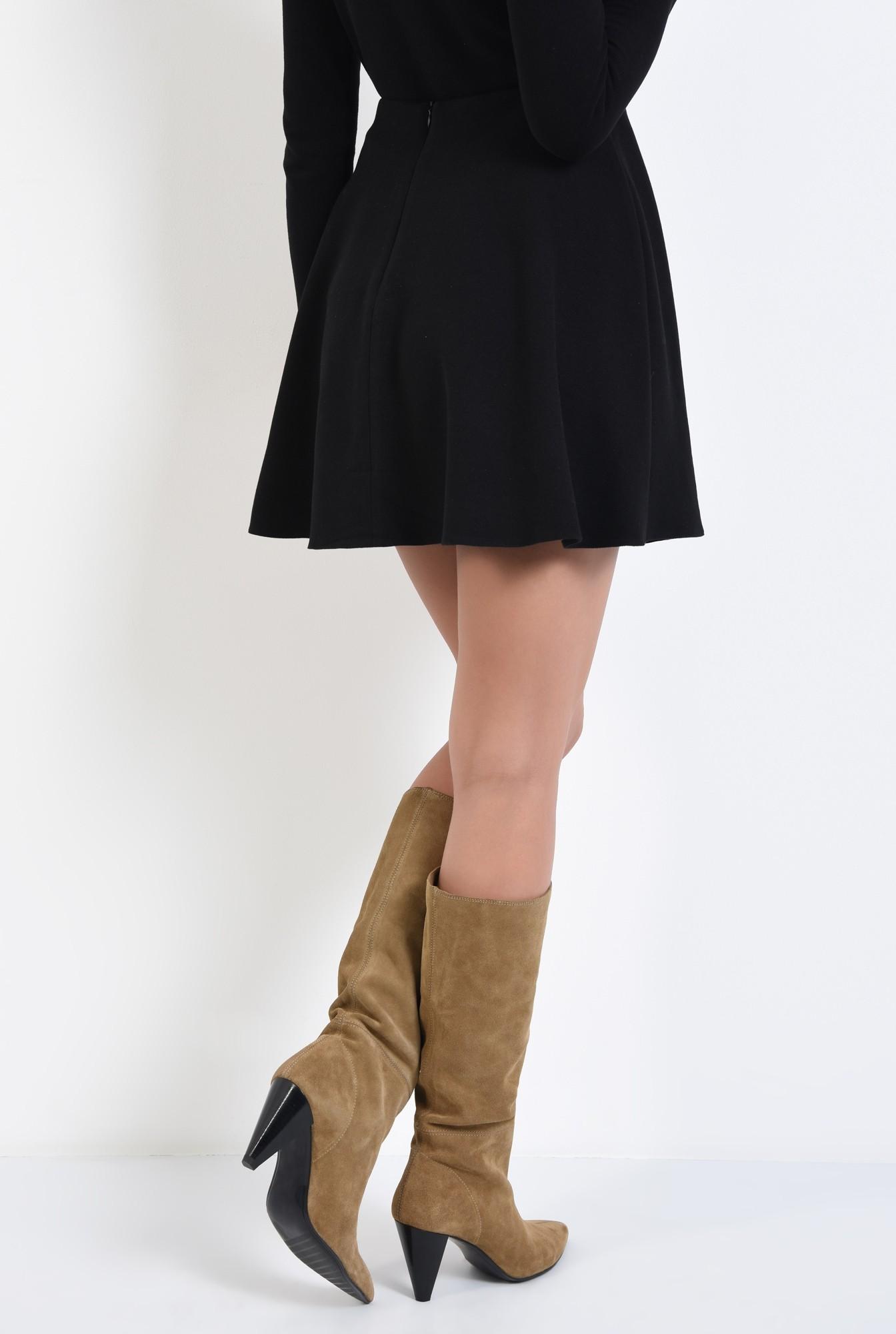 1 - fusta scurta, neagra, tricotata, croi evazat