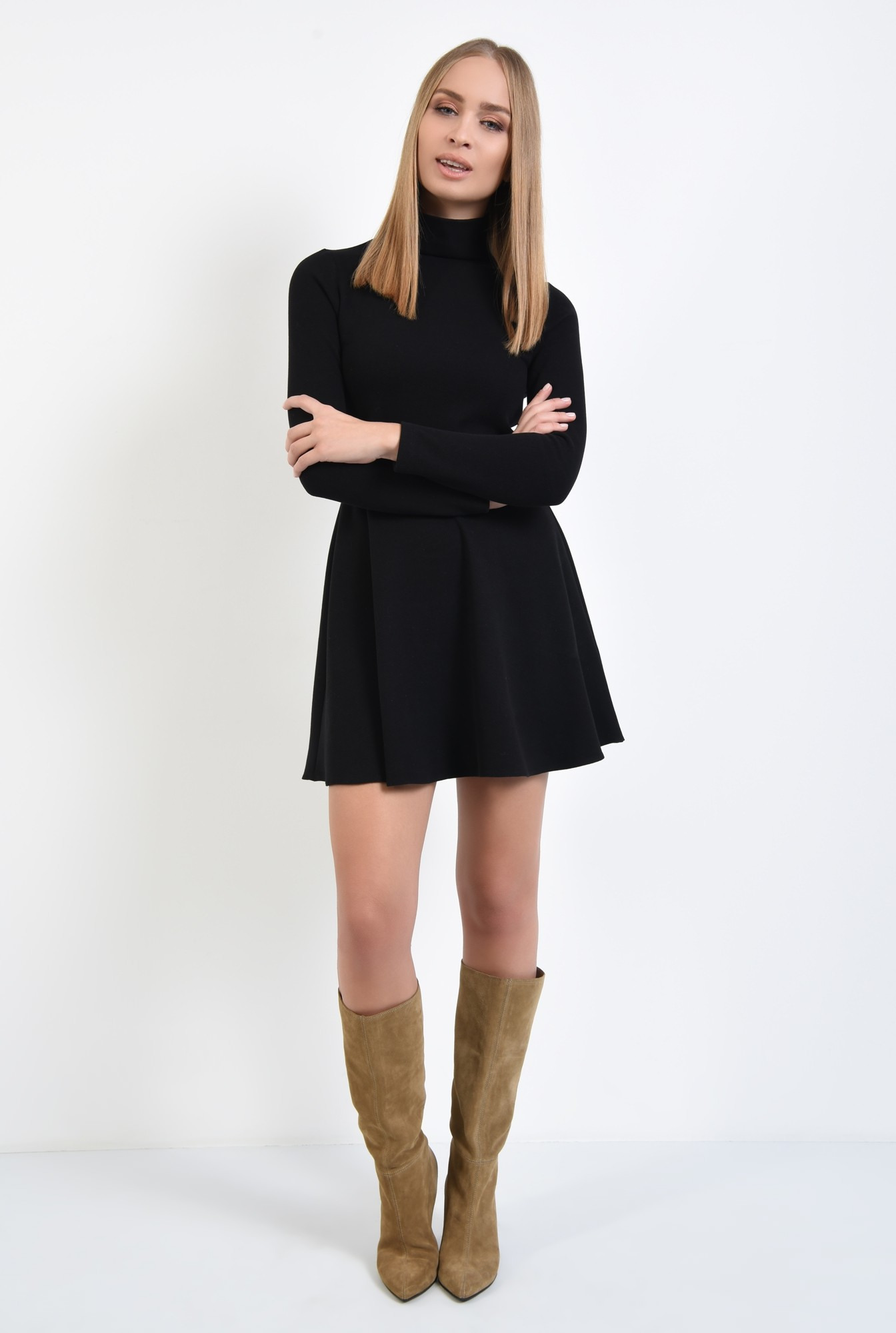 3 - fusta scurta, neagra, tricotata, croi evazat