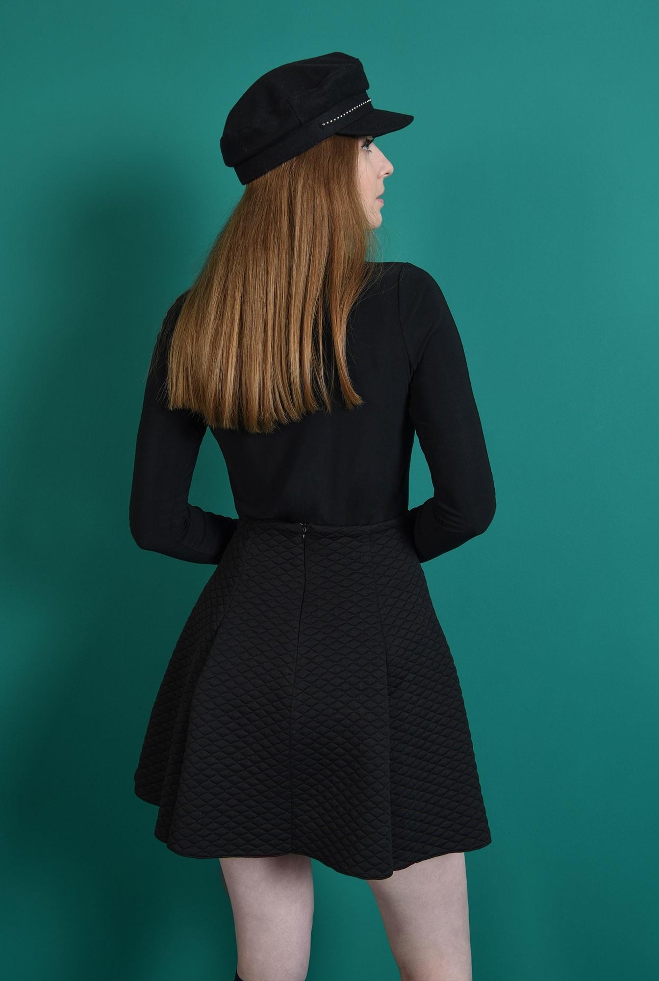 2 - fusta casual, scurta, din material matlasat