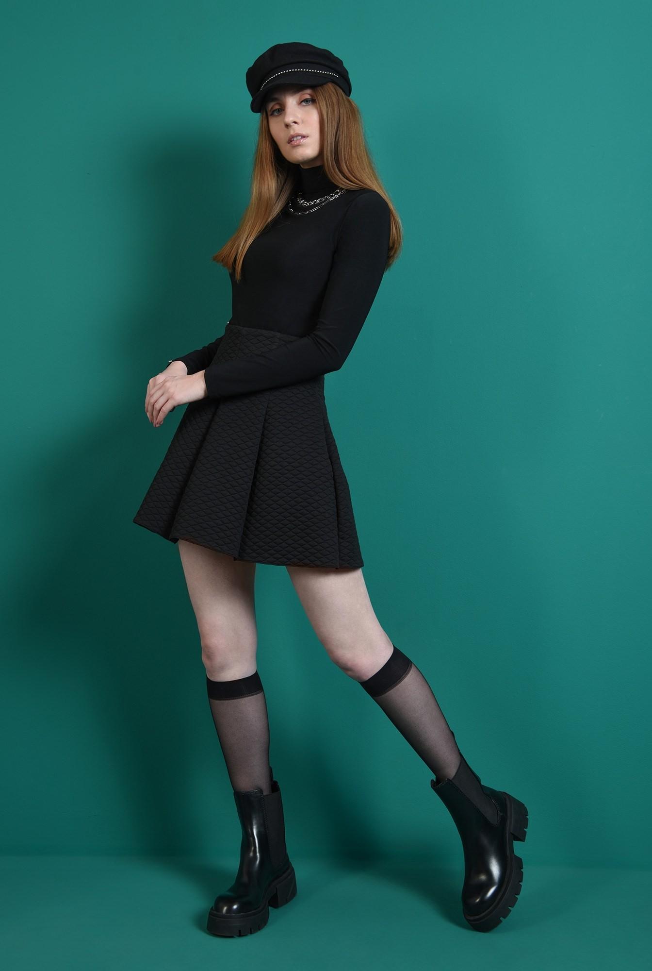 1 - fusta casual, scurta, din material matlasat