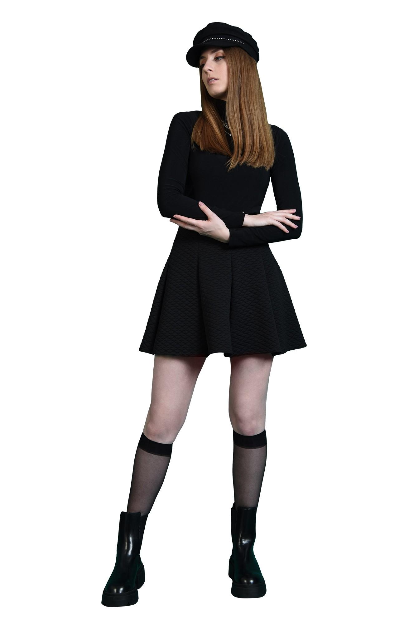 3 - fusta casual, scurta, din material matlasat