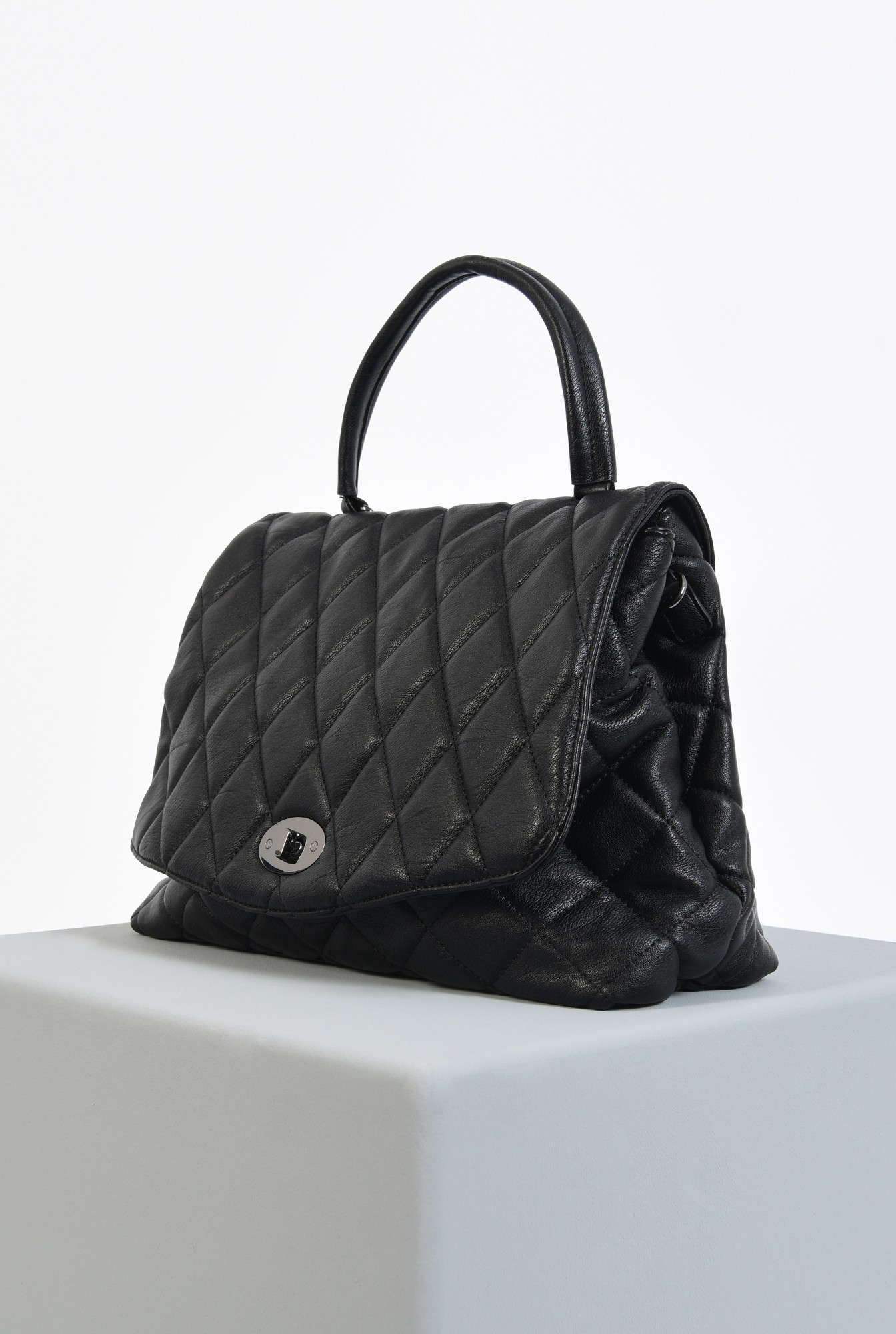 1 - geanta de mana, neagra, dimensiune mare, matlasata in V