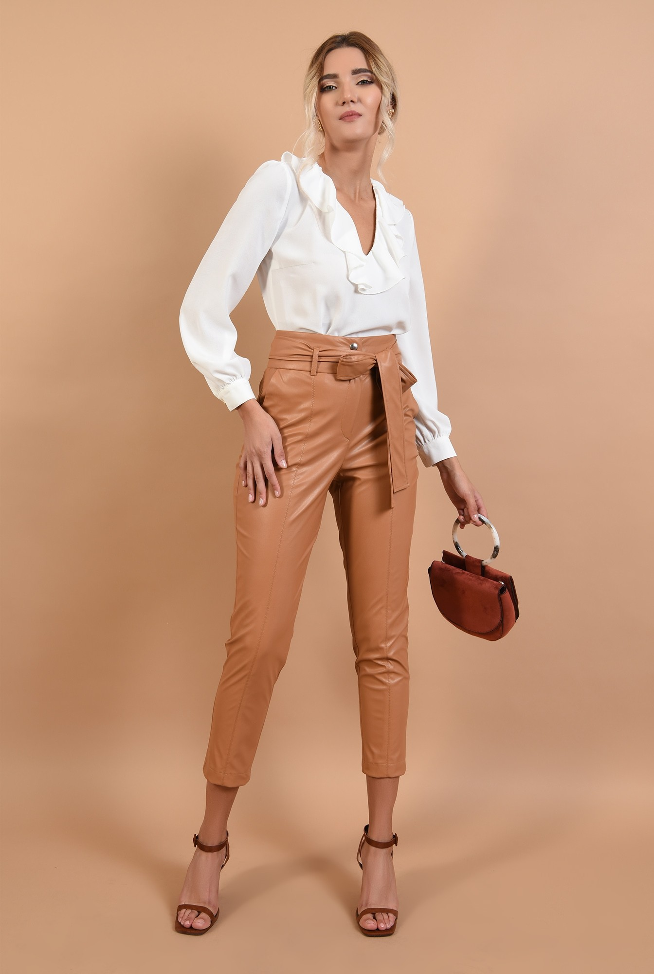 3 - pantaloni tigareta, betelie lata, capse, cusatura pe mijloc