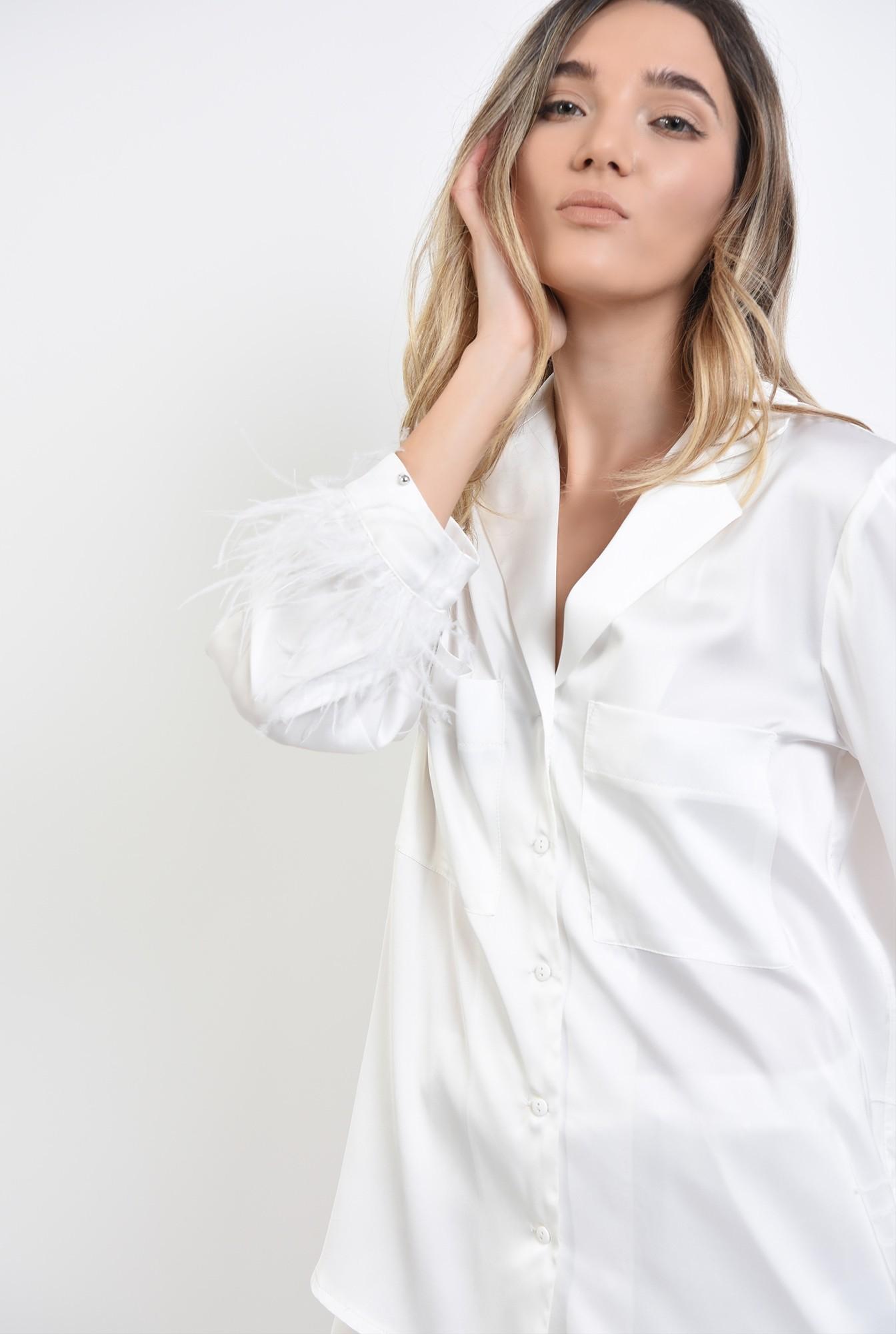 3 - pijama alba, din satin, cu pene de strut
