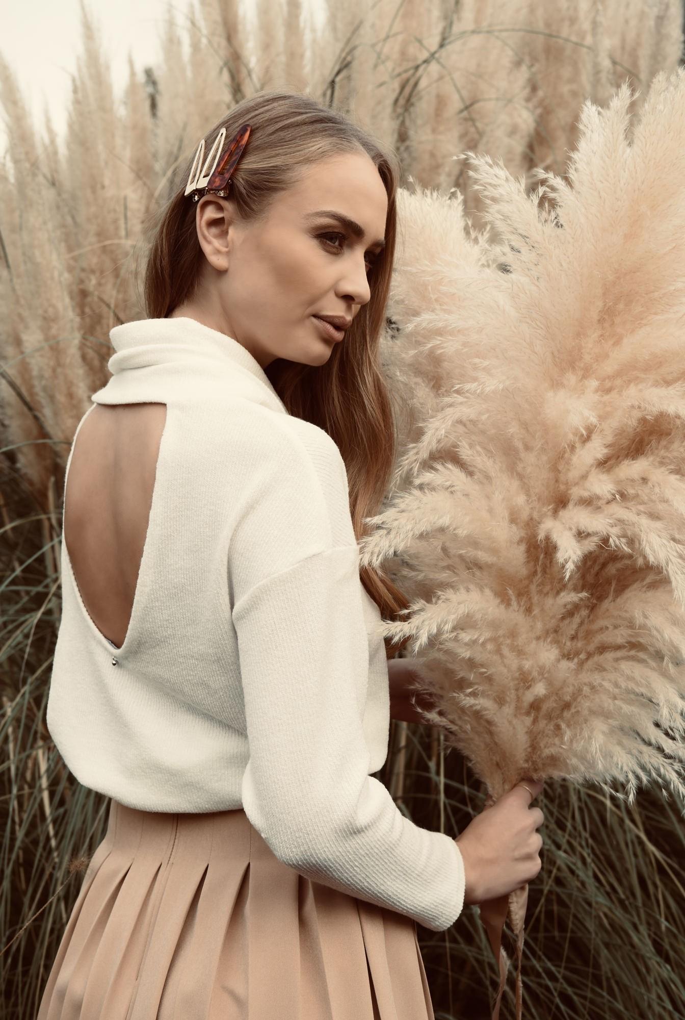 0 - pulover alb, cu guler, cu spatele decupat, cu maneca lunga