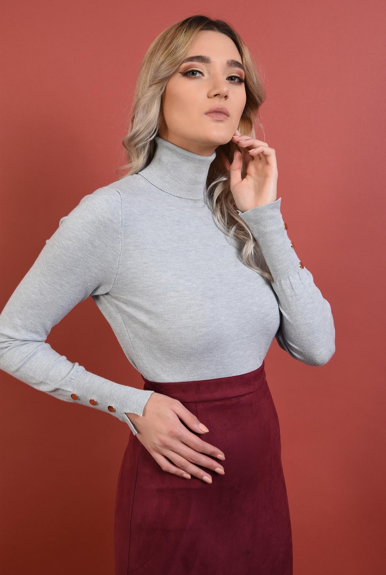 2 - pulover gri, mulat, fin, guler inalt, nasturi decorativi