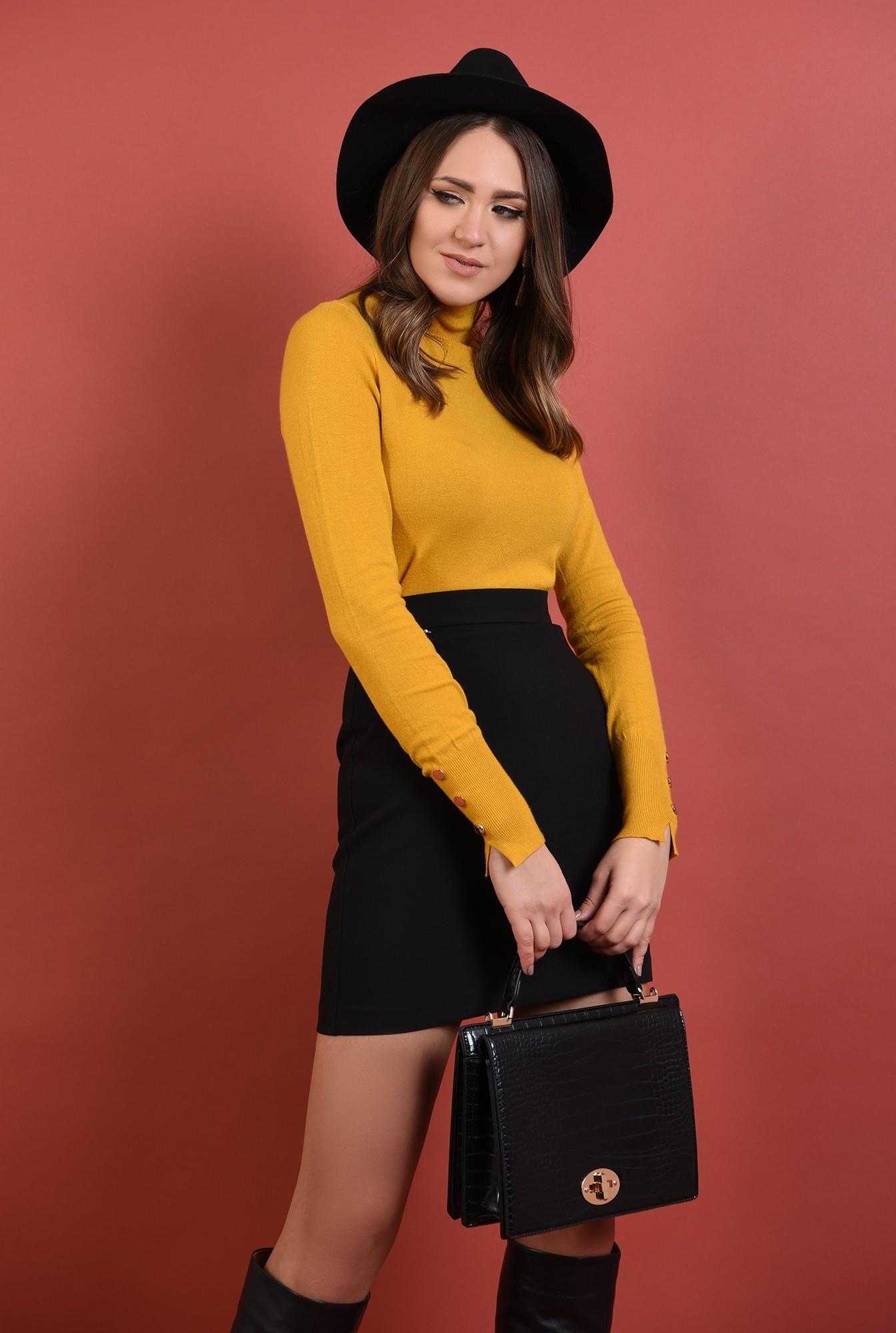 0 - pulover mustar, mulat, fin, guler inalt, nasturi decorativi