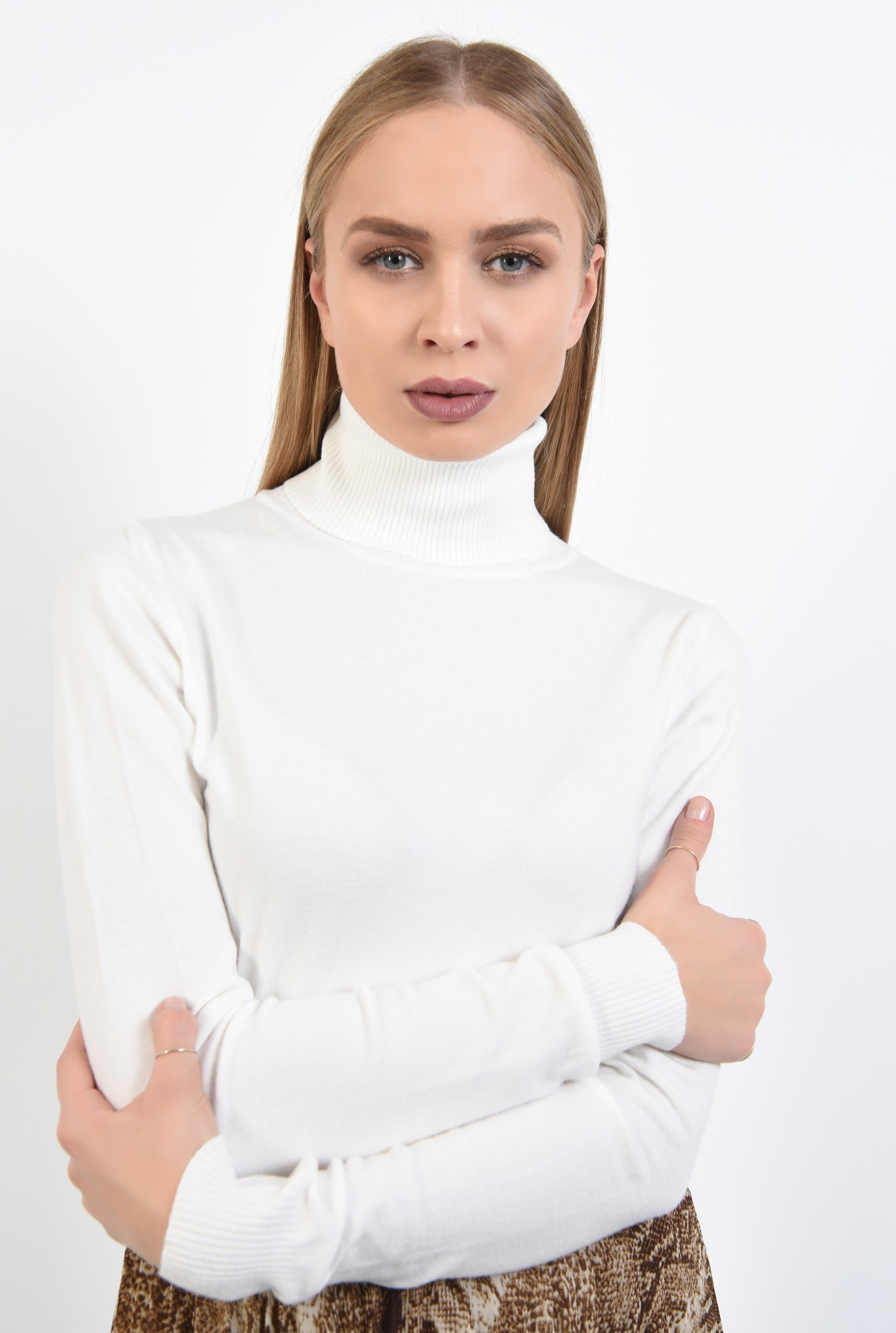 2 - pulover tip maleta, alb, borduri reiate, guler inalt, bluza tricotata