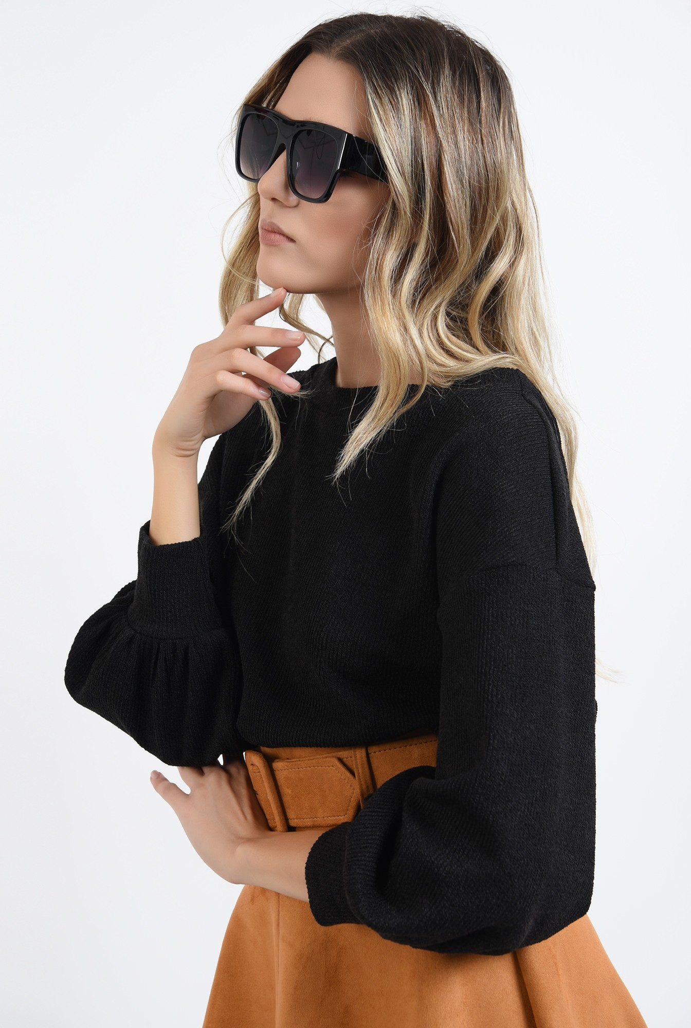 1 - pulover negru, cu maneca bufanta, cu spatele decupat