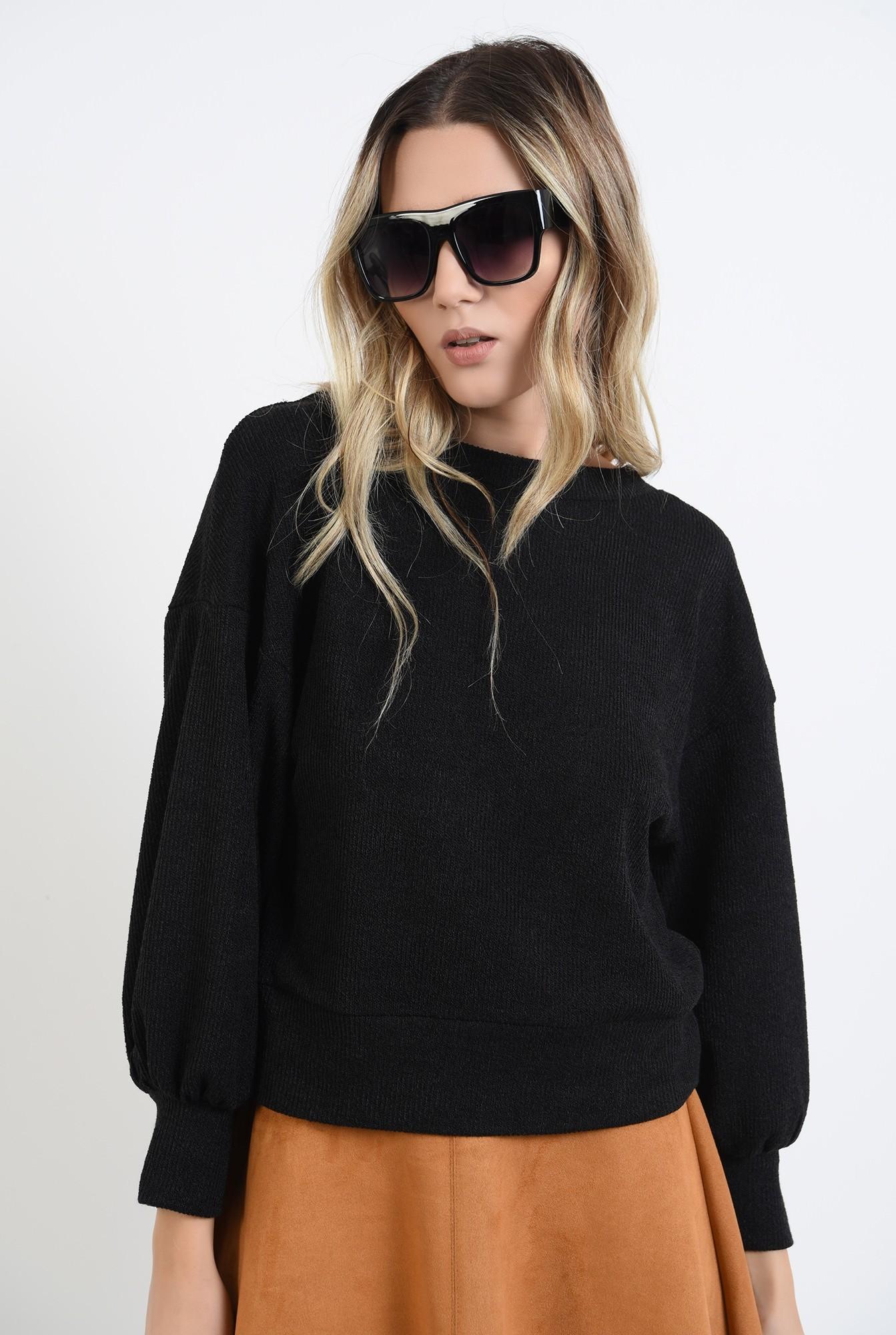 2 - pulover negru, cu maneca bufanta, cu spatele decupat