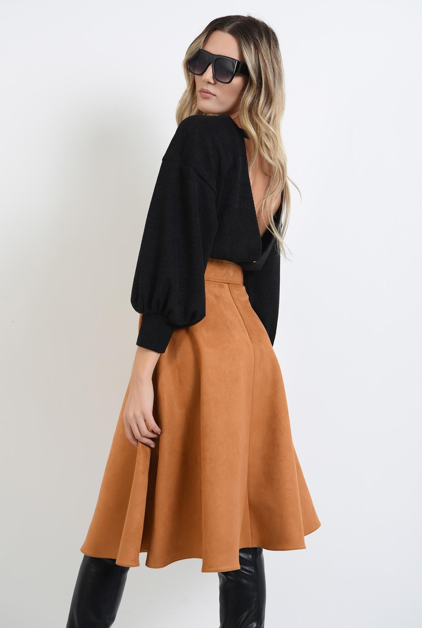 0 - pulover negru, cu maneca bufanta, cu spatele decupat