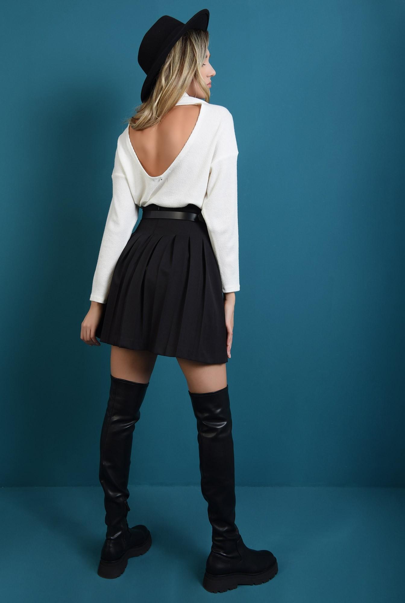 1 - pulover alb, cu guler, cu spatele decupat, cu maneca lunga