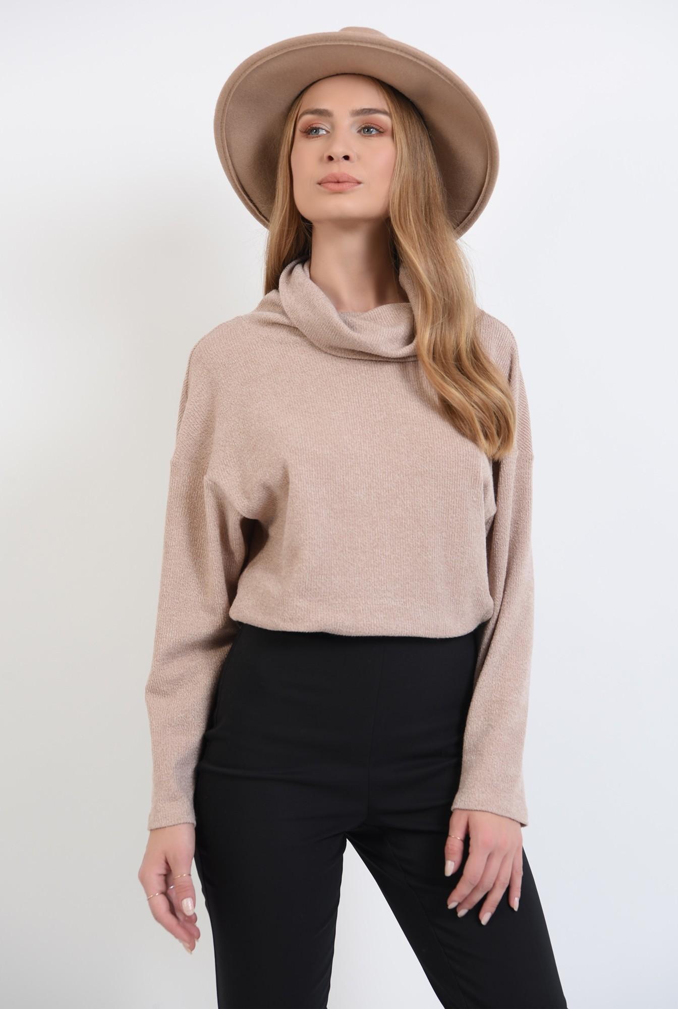 2 - pulover tricotat,bej, cu guler inalt