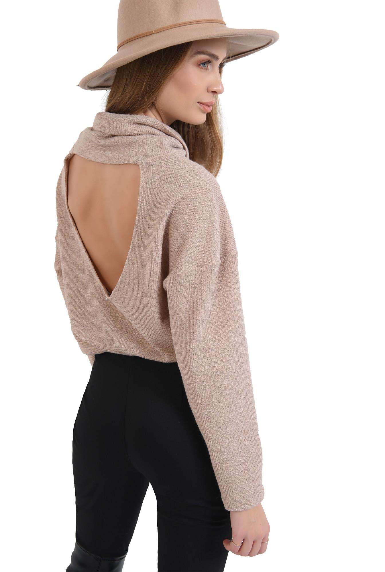 3 - pulover tricotat,bej, cu guler inalt