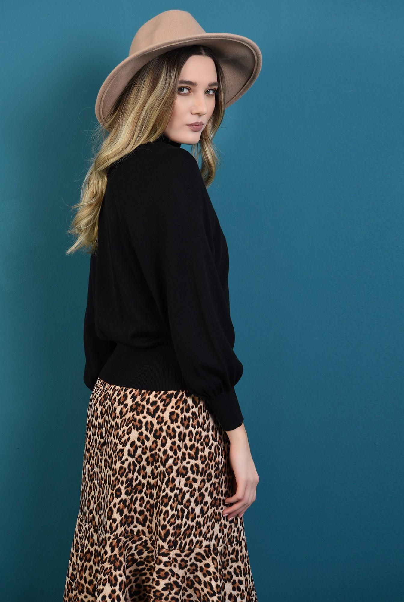 1 - pulover negru, cu guler inalt, cu maneca dolman