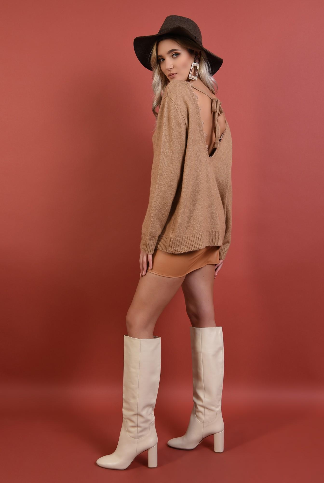 1 - pulover bej, croi drept lejer, anchior, spate decoltat cu funda, Poema