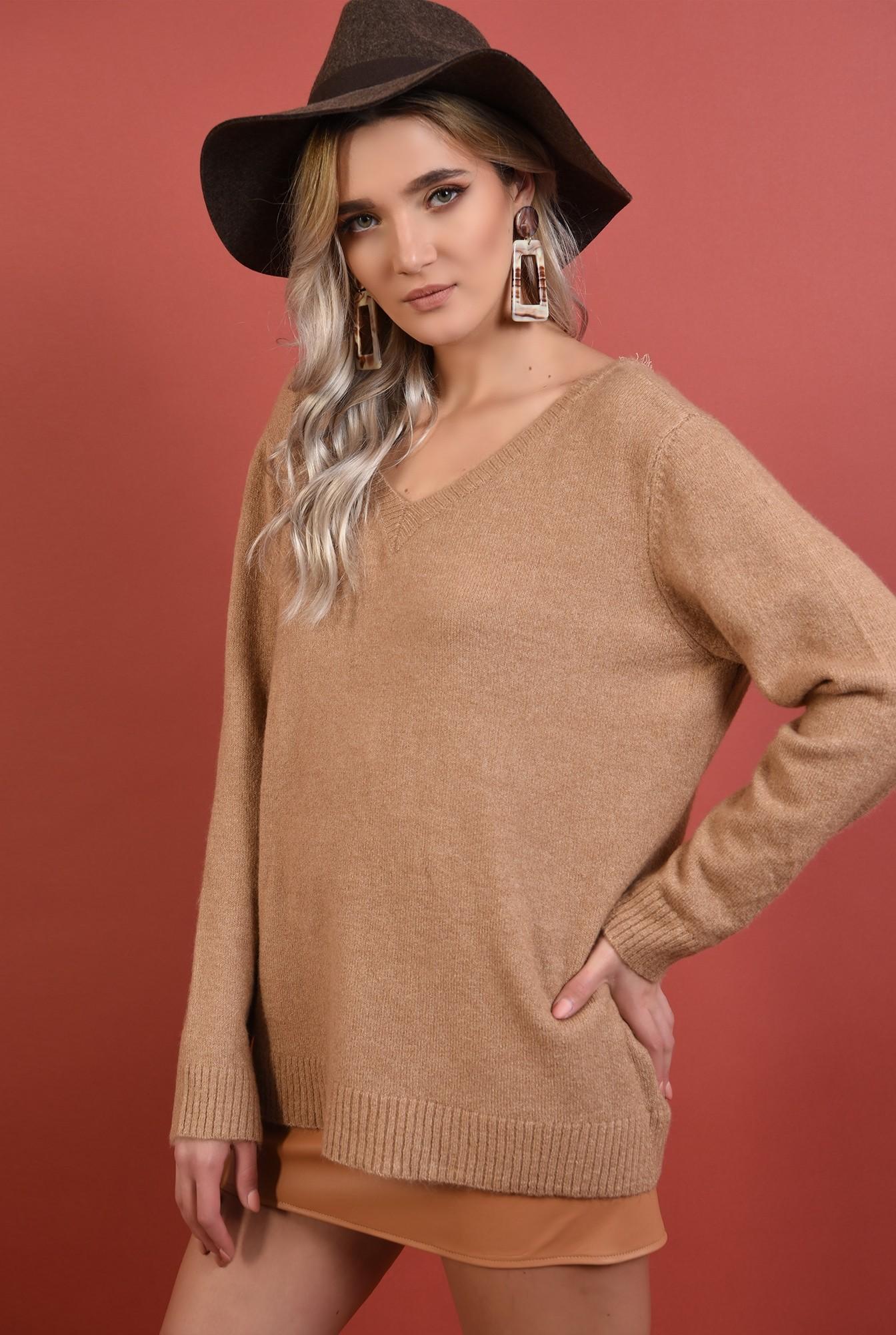 2 - pulover bej, croi drept lejer, anchior, spate decoltat cu funda, Poema