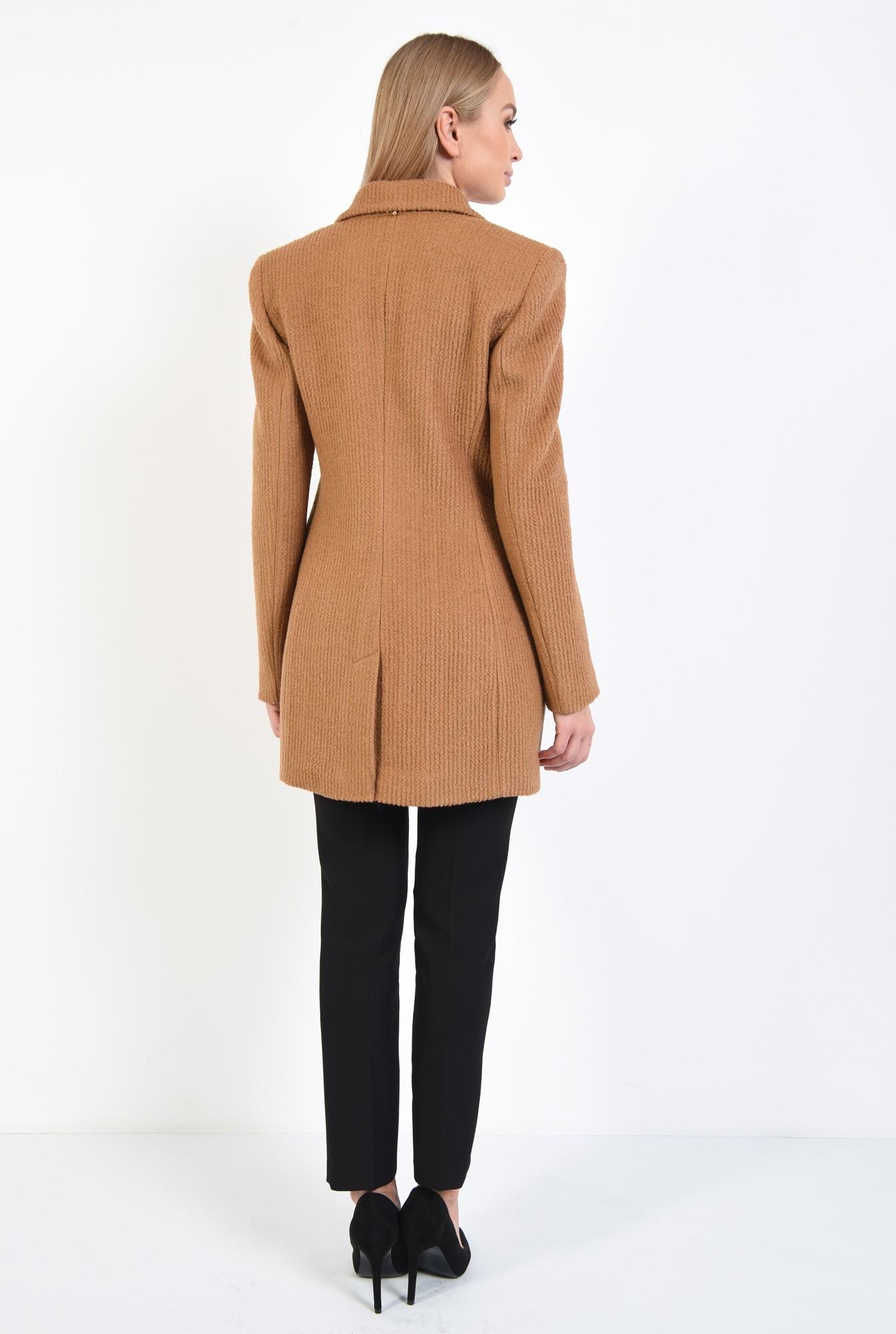 1 - palton scurt, revere crestate, doua randuri de nasturi