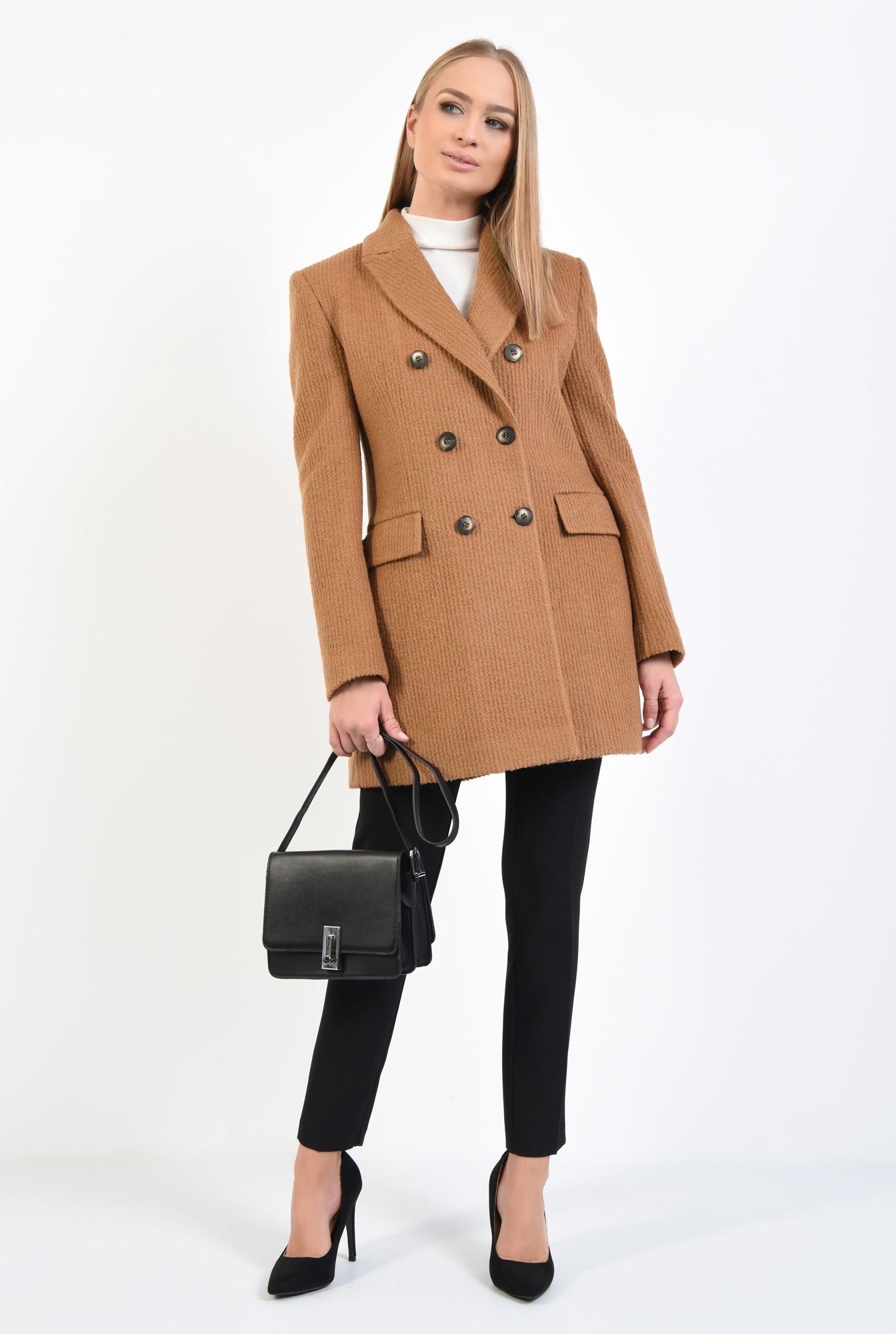 3 - palton scurt, revere crestate, doua randuri de nasturi