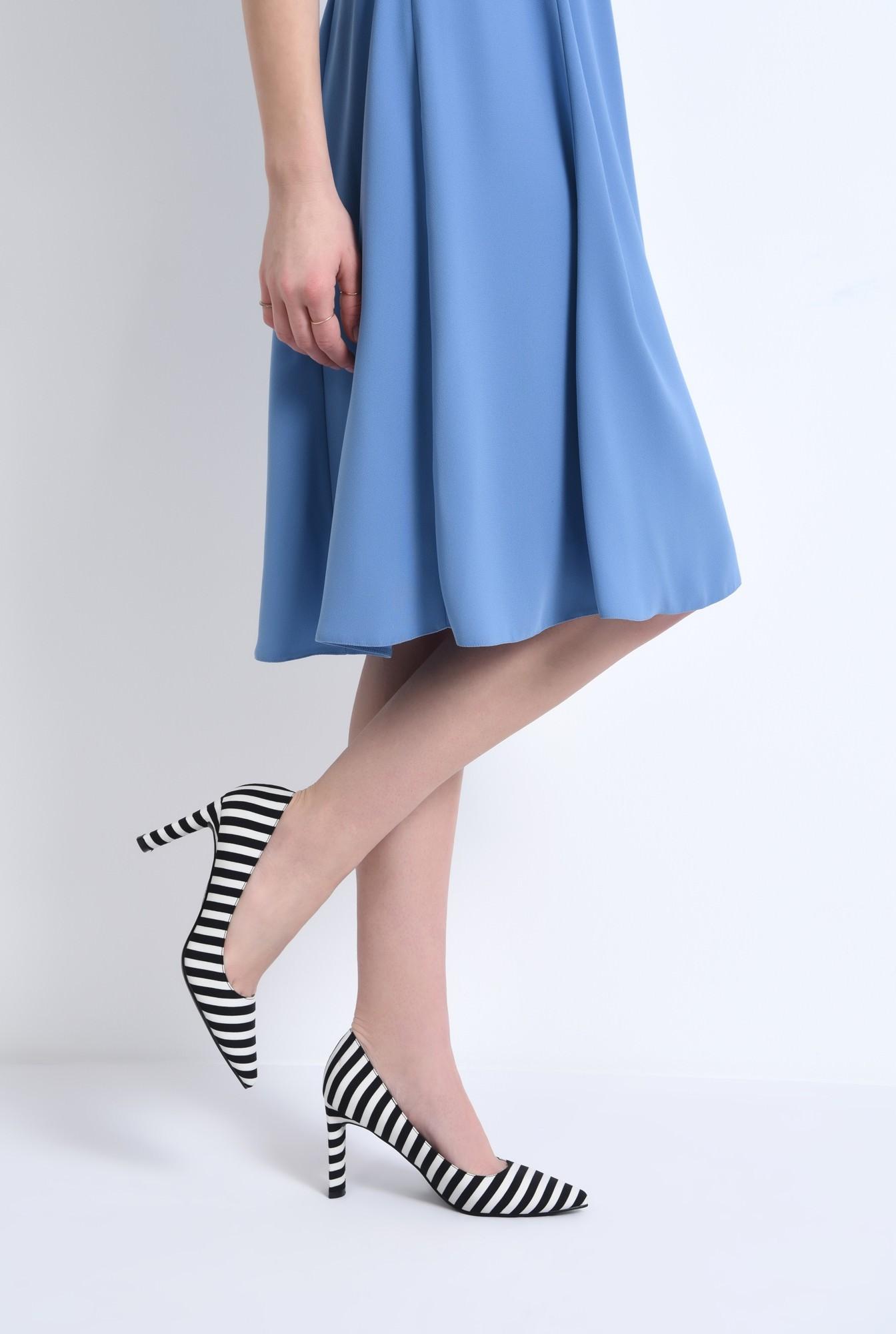 4 - pantofi casual, alb-negru, dungi, toc inalt