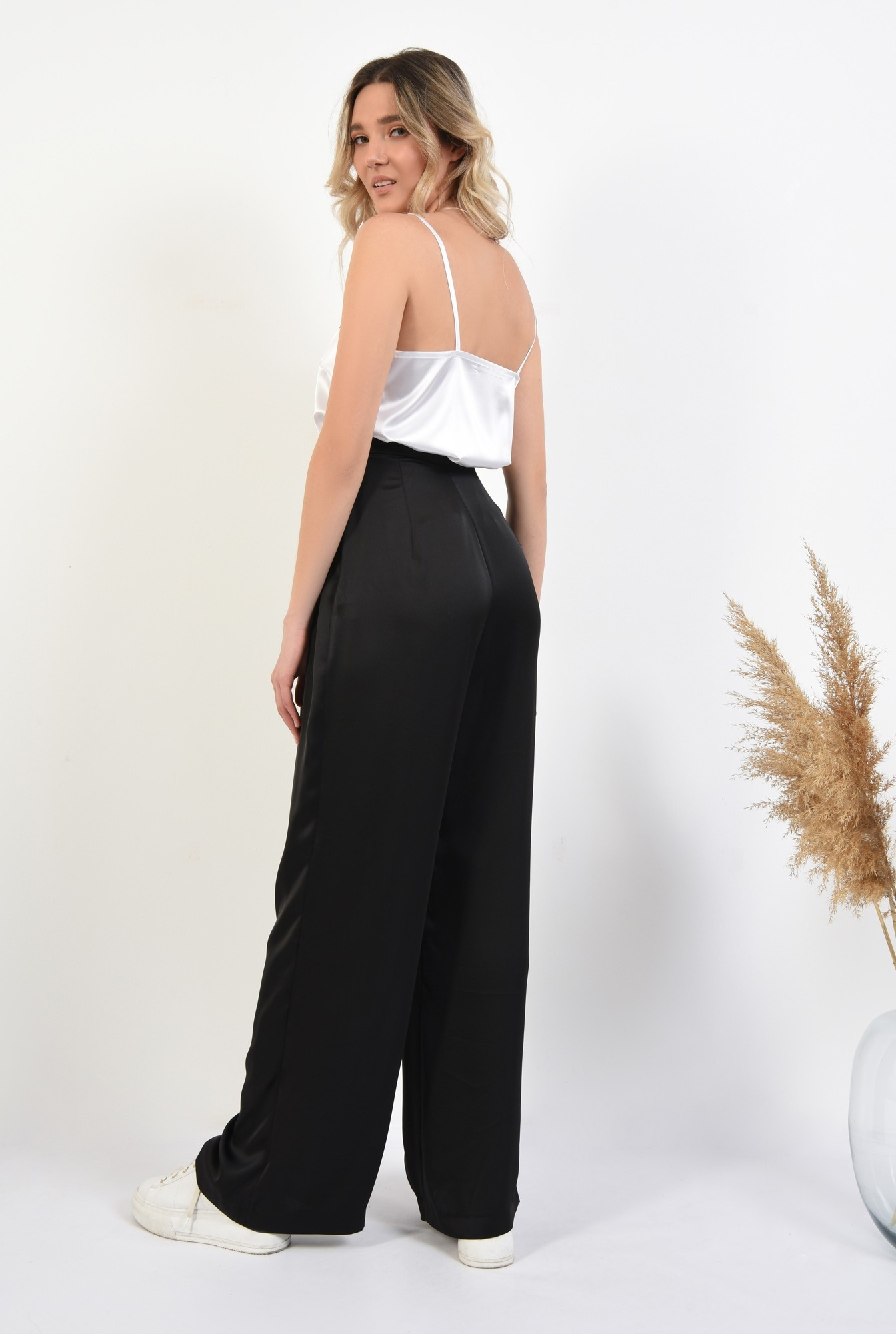 1 - pantaloni eleganti, evazati, cu pliuri, talie inalta, pantaloni de ocazie