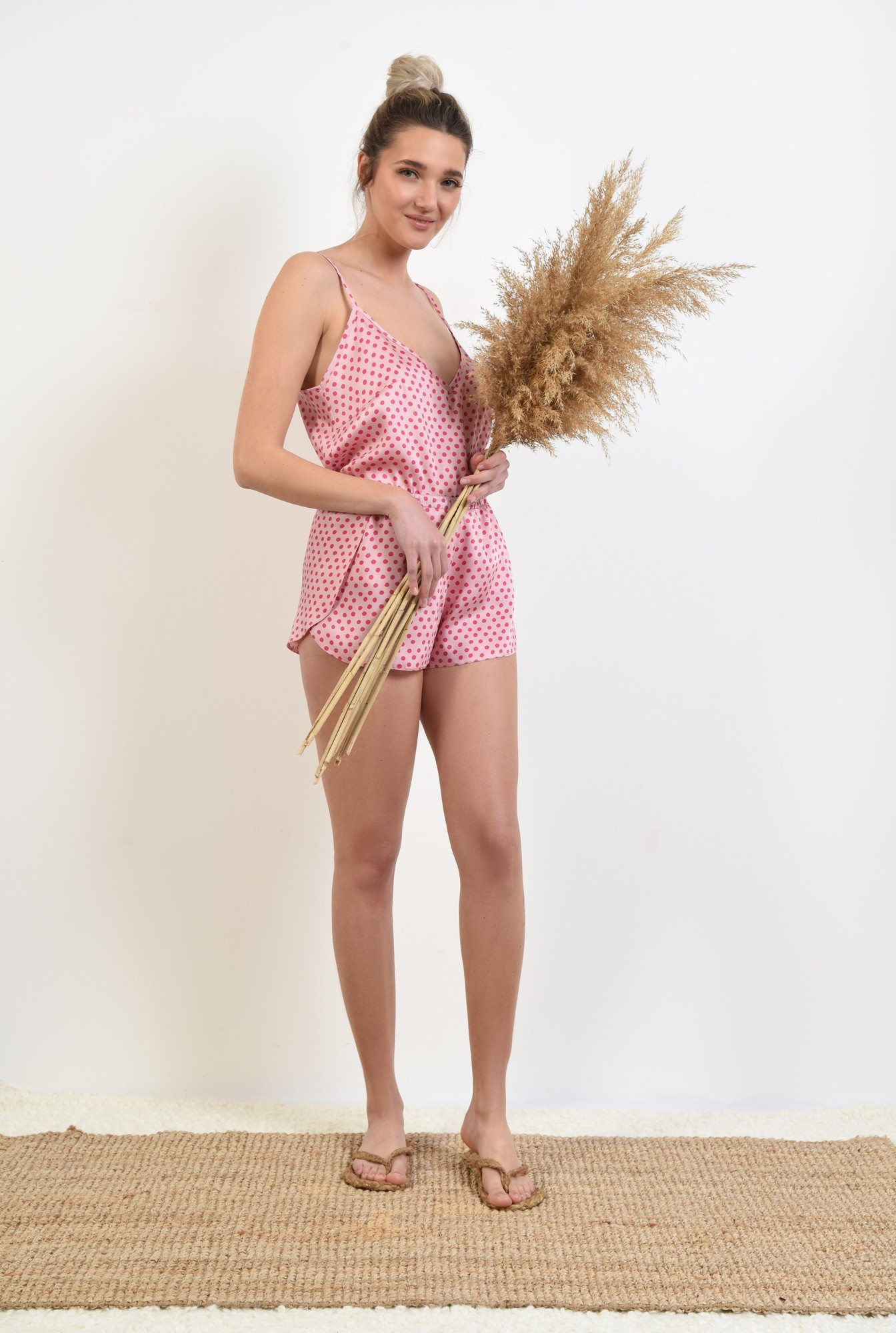 3 - 360 - sort din satin, cu imprimeu geometric, buline roz, pantaloni scurti