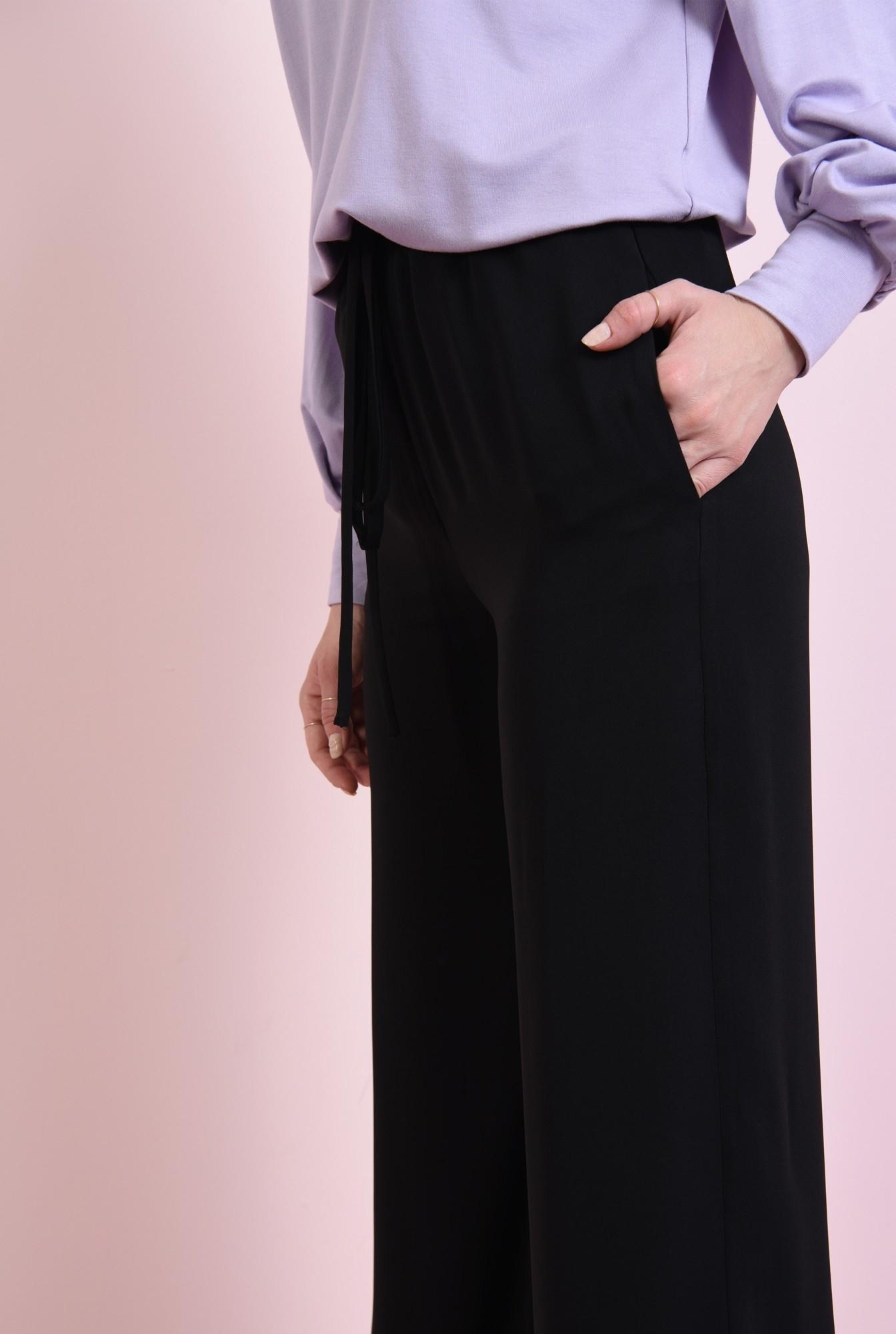 2 - pantaloni largi, negri, cu snur