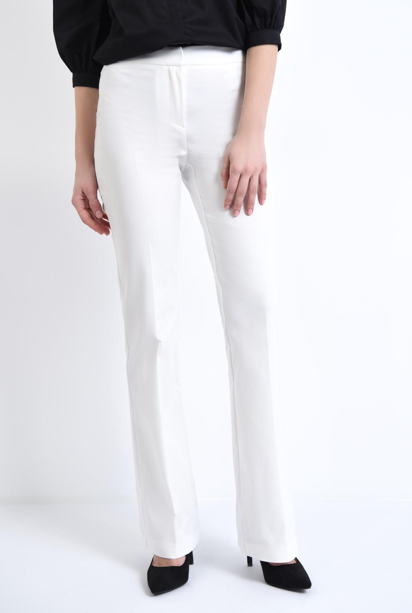 2 - Pantaloni albi, croi drept