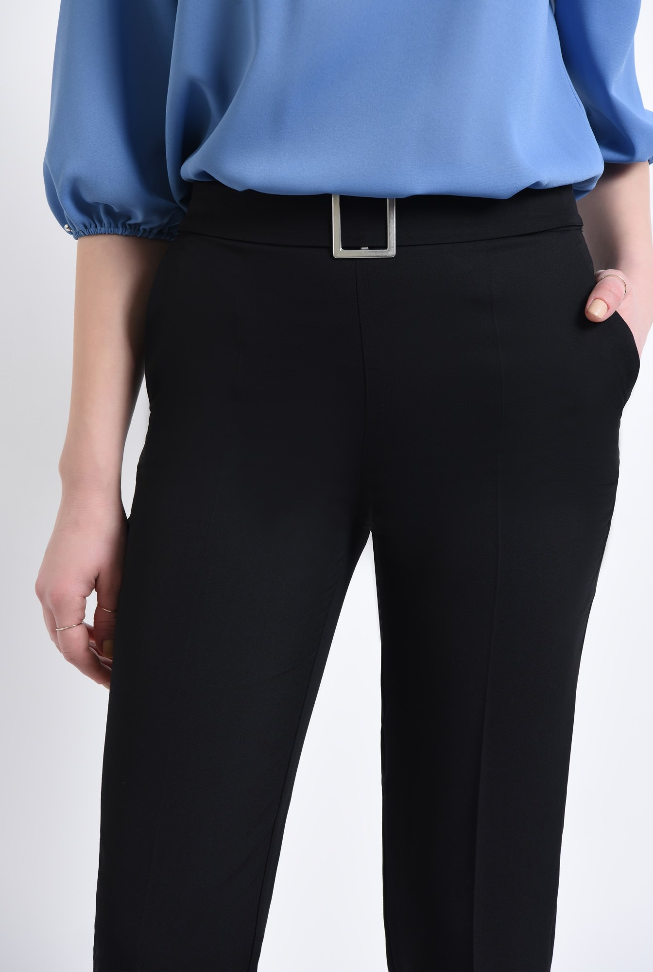 2 - 360 - Pantaloni la dunga, cu mansete, betelie