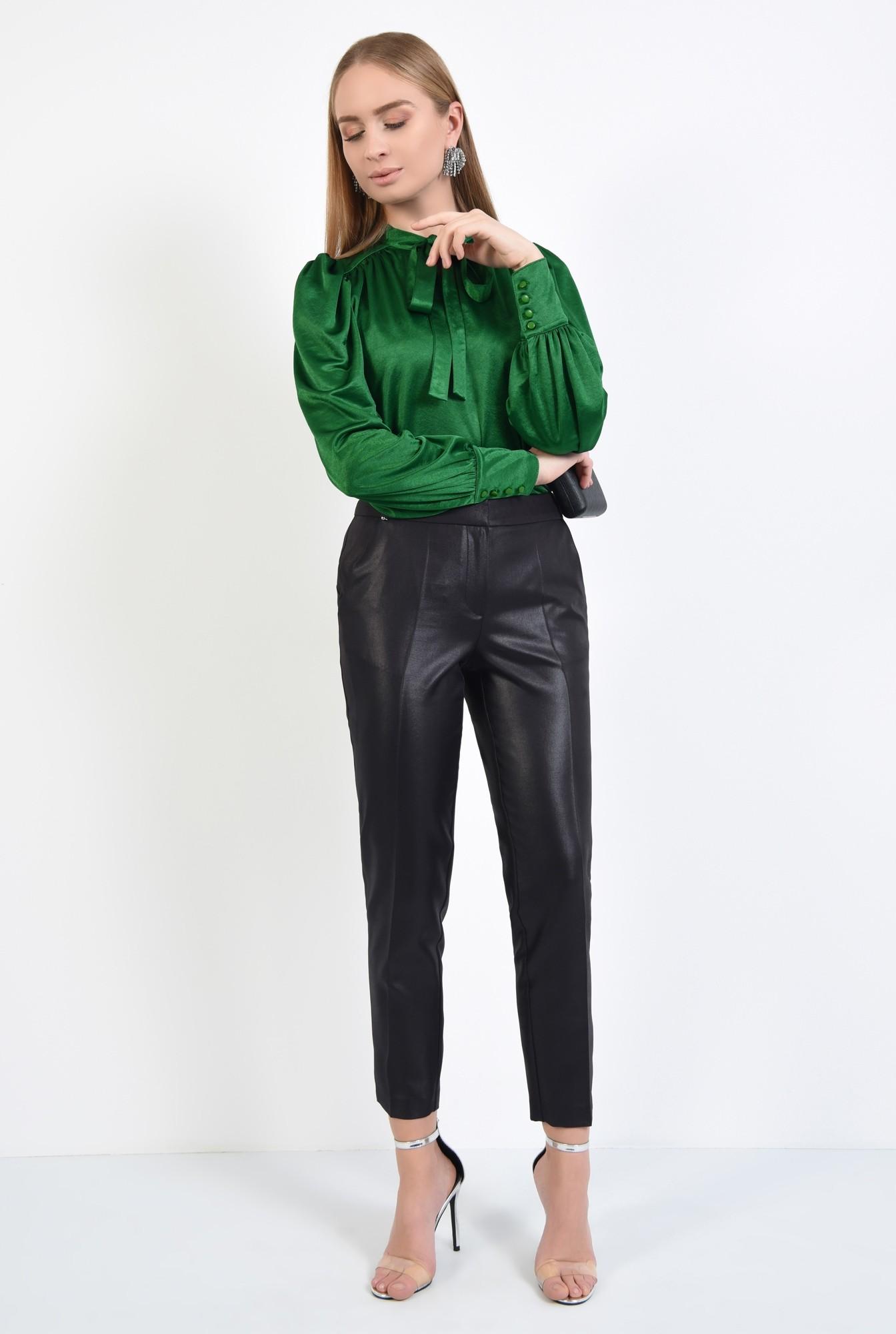 3 - pantaloni negri, eleganti, conici, la dunga, aspect lucios