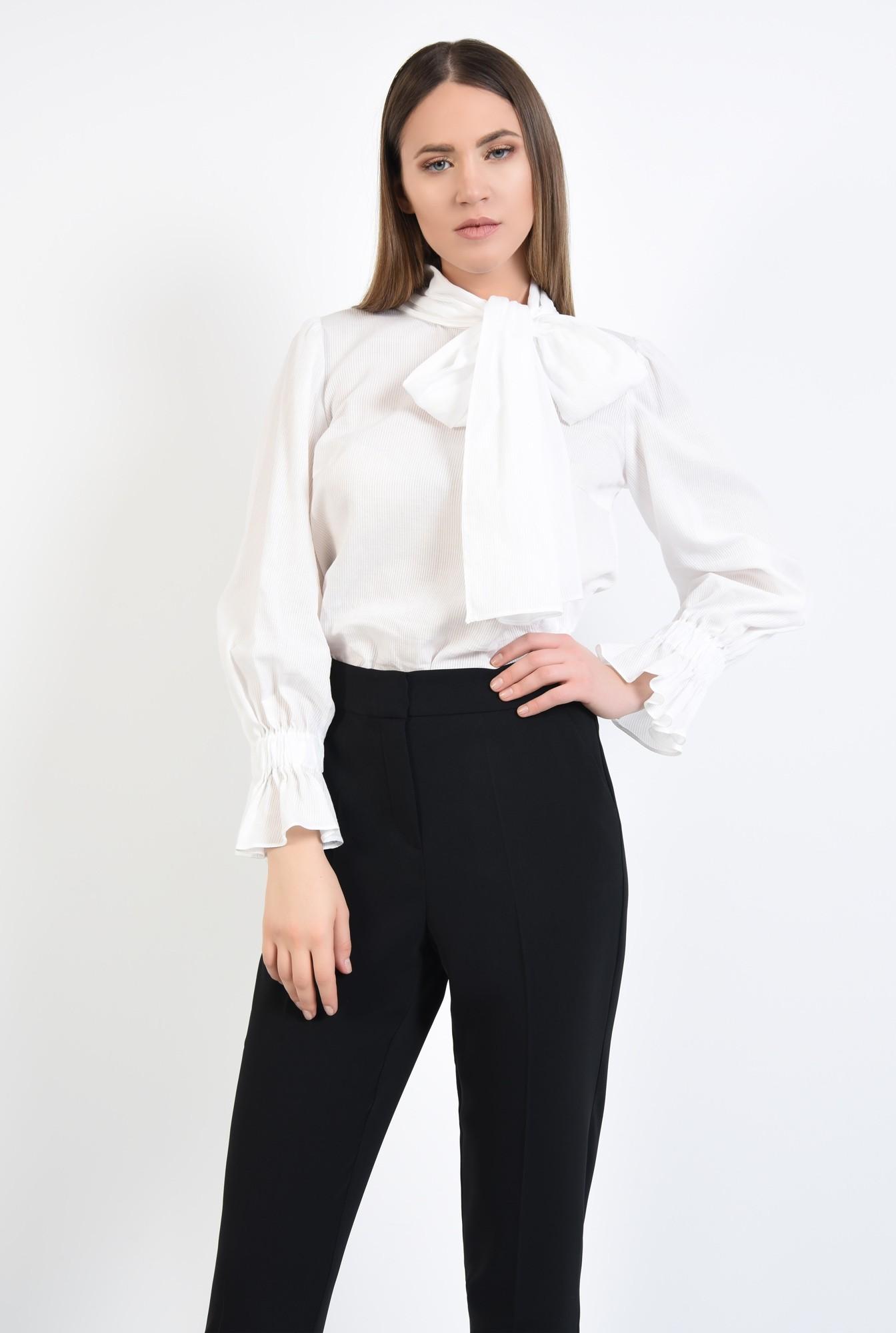 2 - pantaloni negri, creion, talie cu betelie, buzunare in cusatura
