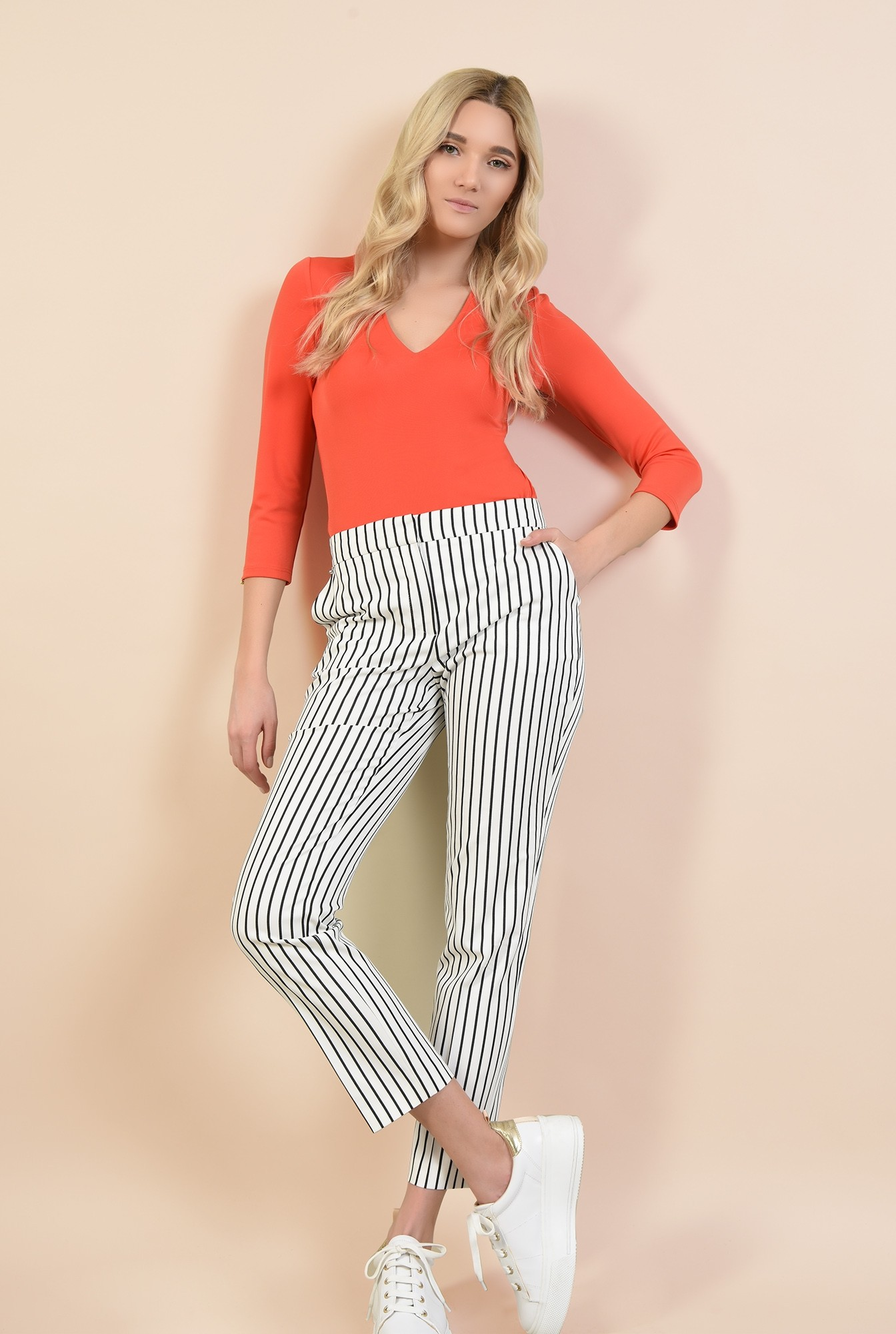 3 - pantaloni alb-bleumarin, cu print dungi, croi tigareta