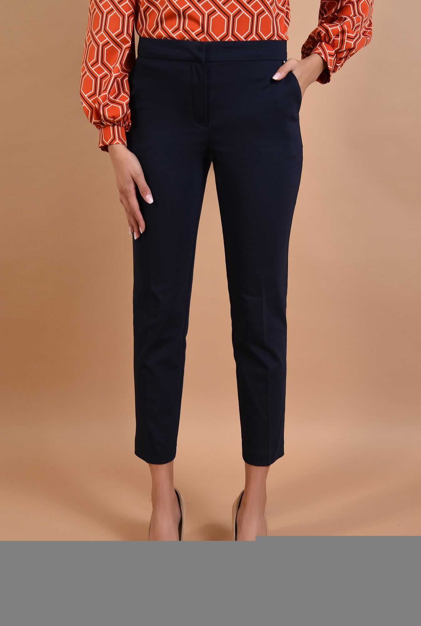 2 - pantaloni bleumarin, conici, cu buzunare, talie medie
