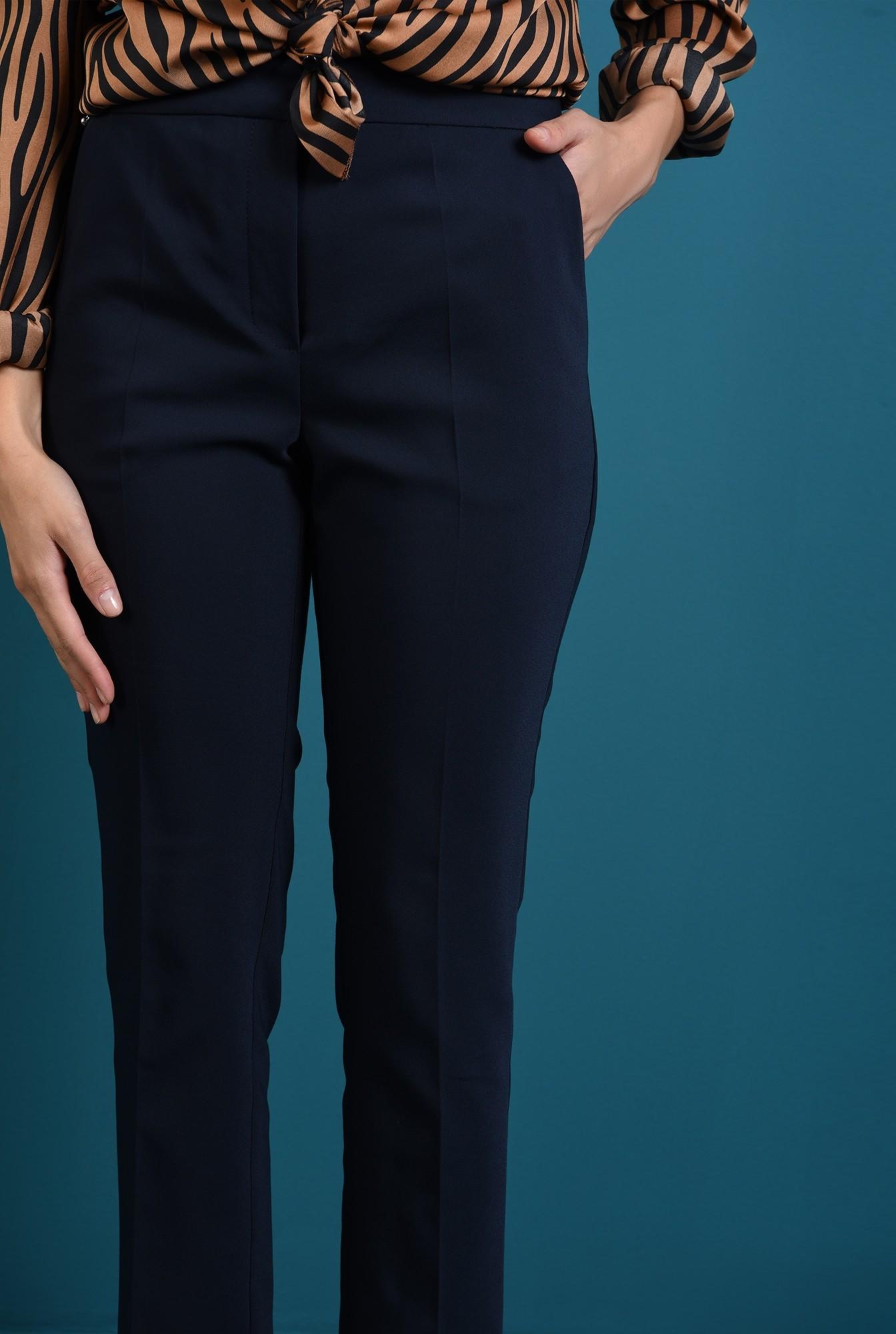 2 - pantaloni bleumarin cu buzunare laterale